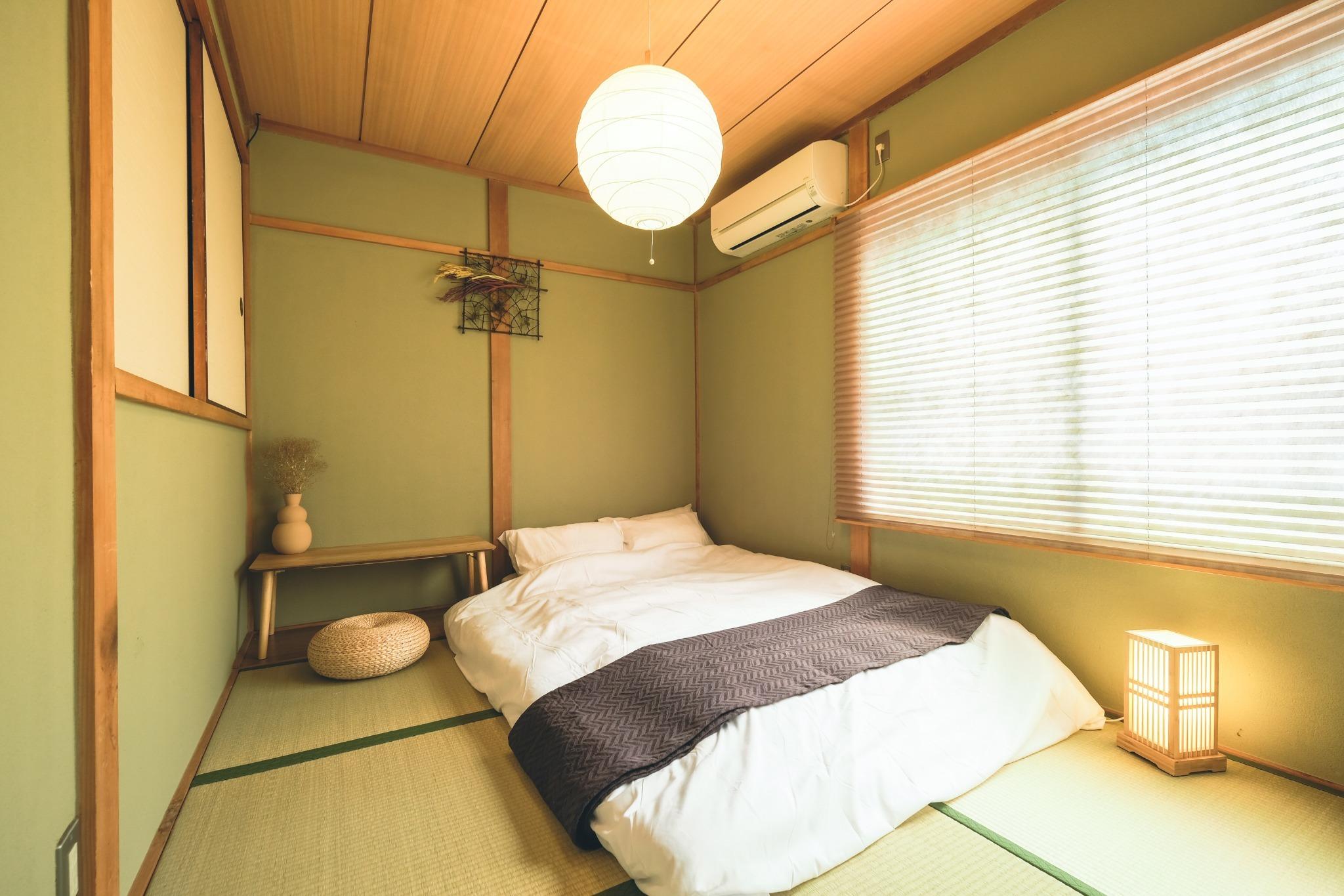 寝室2:2階(すのこセミダブルベッド×1)布団×1