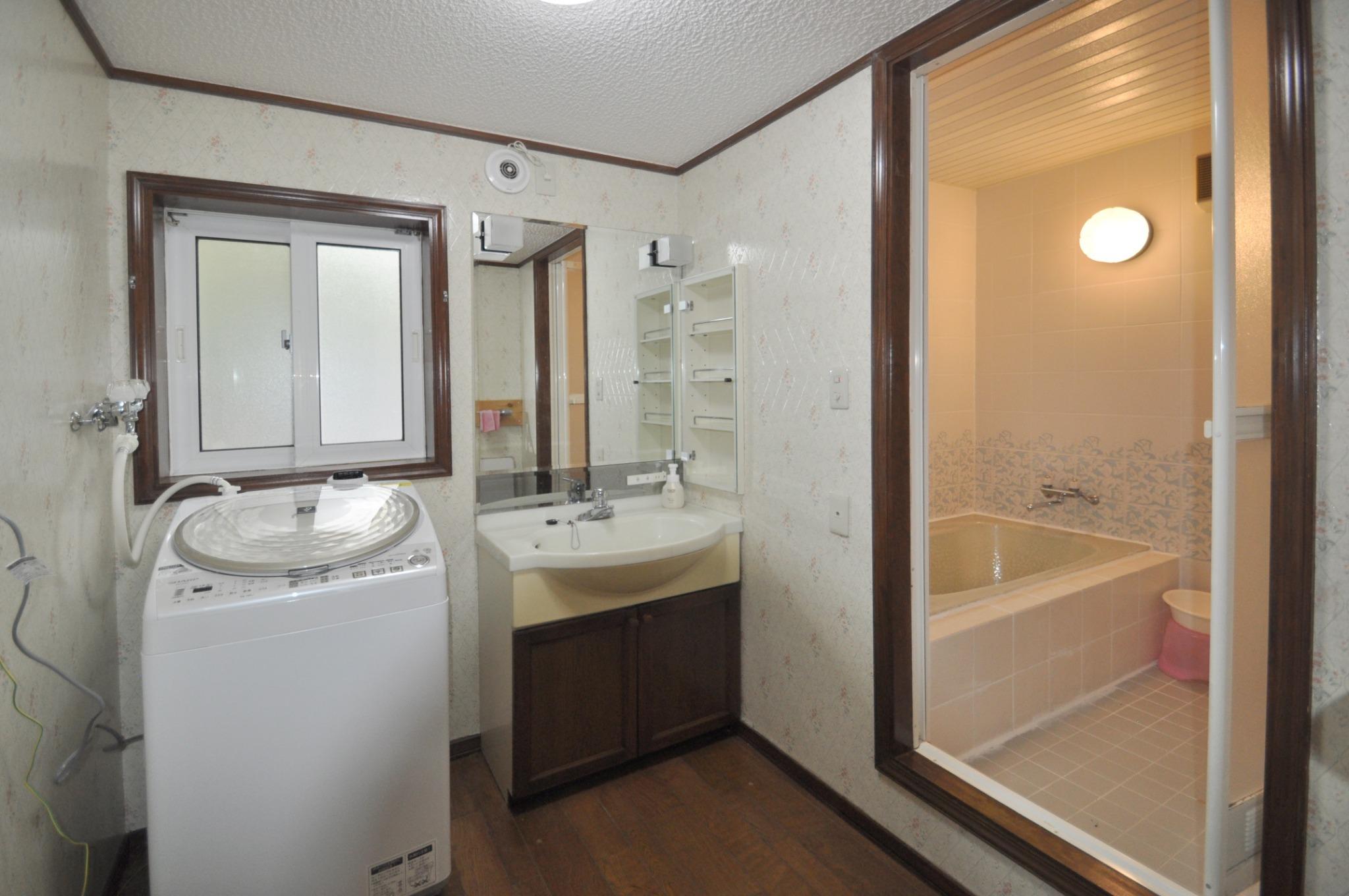 +1F bath & powder room