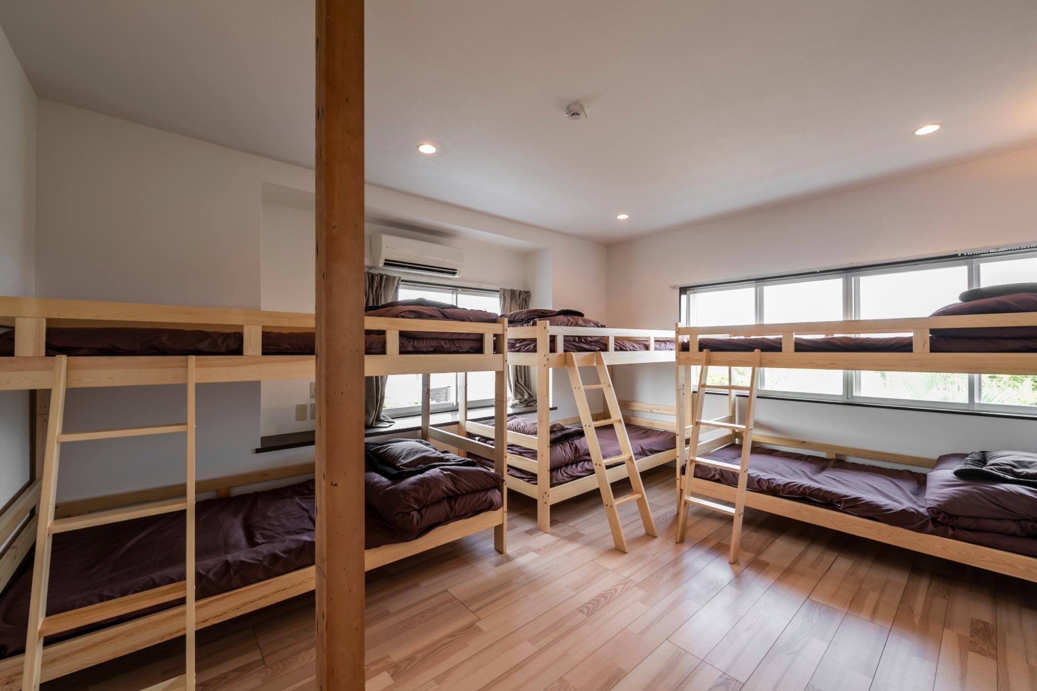 2F:寝室1 2段ベッドが3台ございます