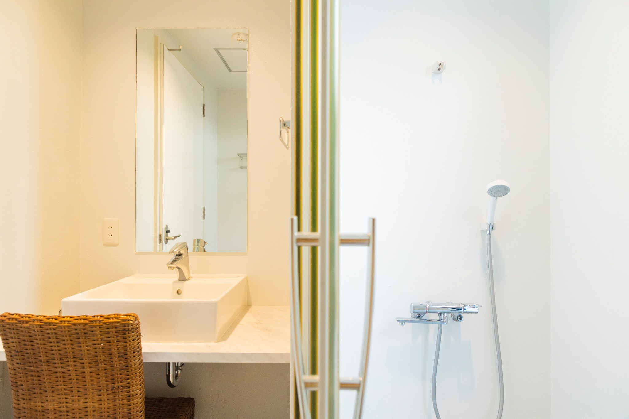 Wash room and shower room 洗面所とシャワールーム