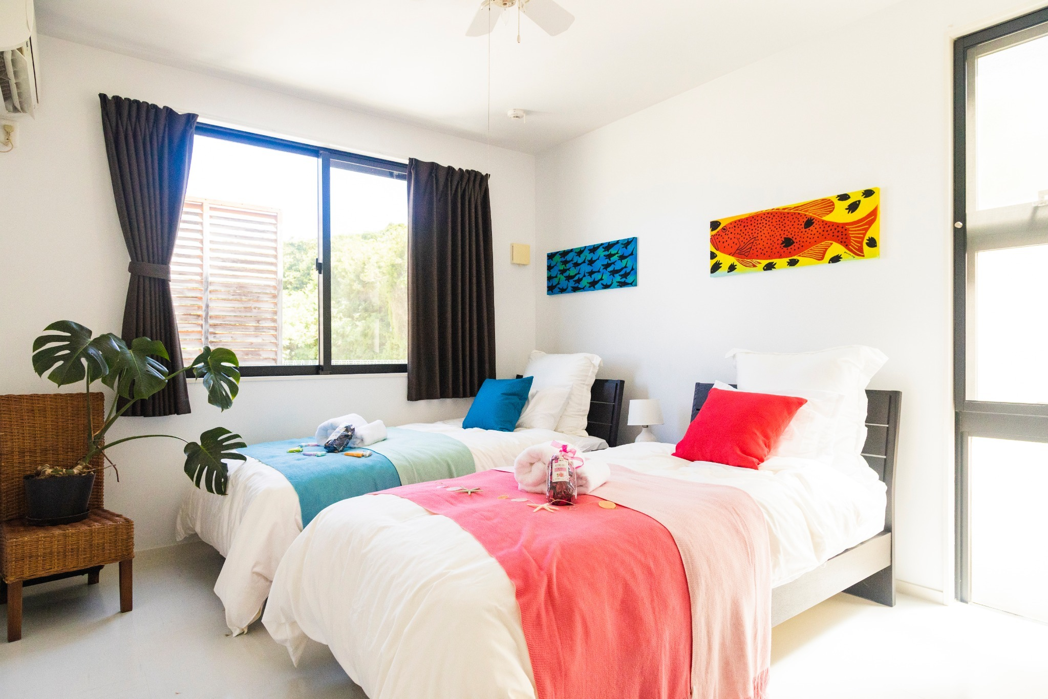 Blue & pink bed room: single-size bed×2, folding single-size bed×1 ブルー&ピンクベッドルーム:シングルベッド×2、折り畳みシングルベッド×1