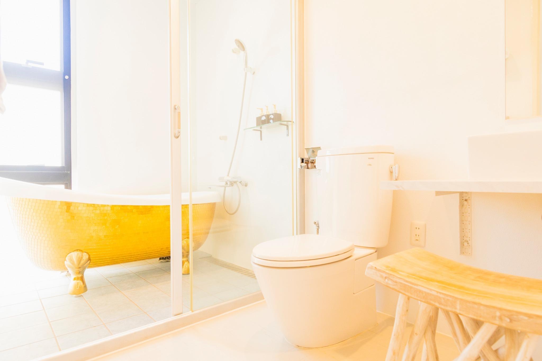 Bathroom in the gold bed room ゴールドベッドルームのバスルーム