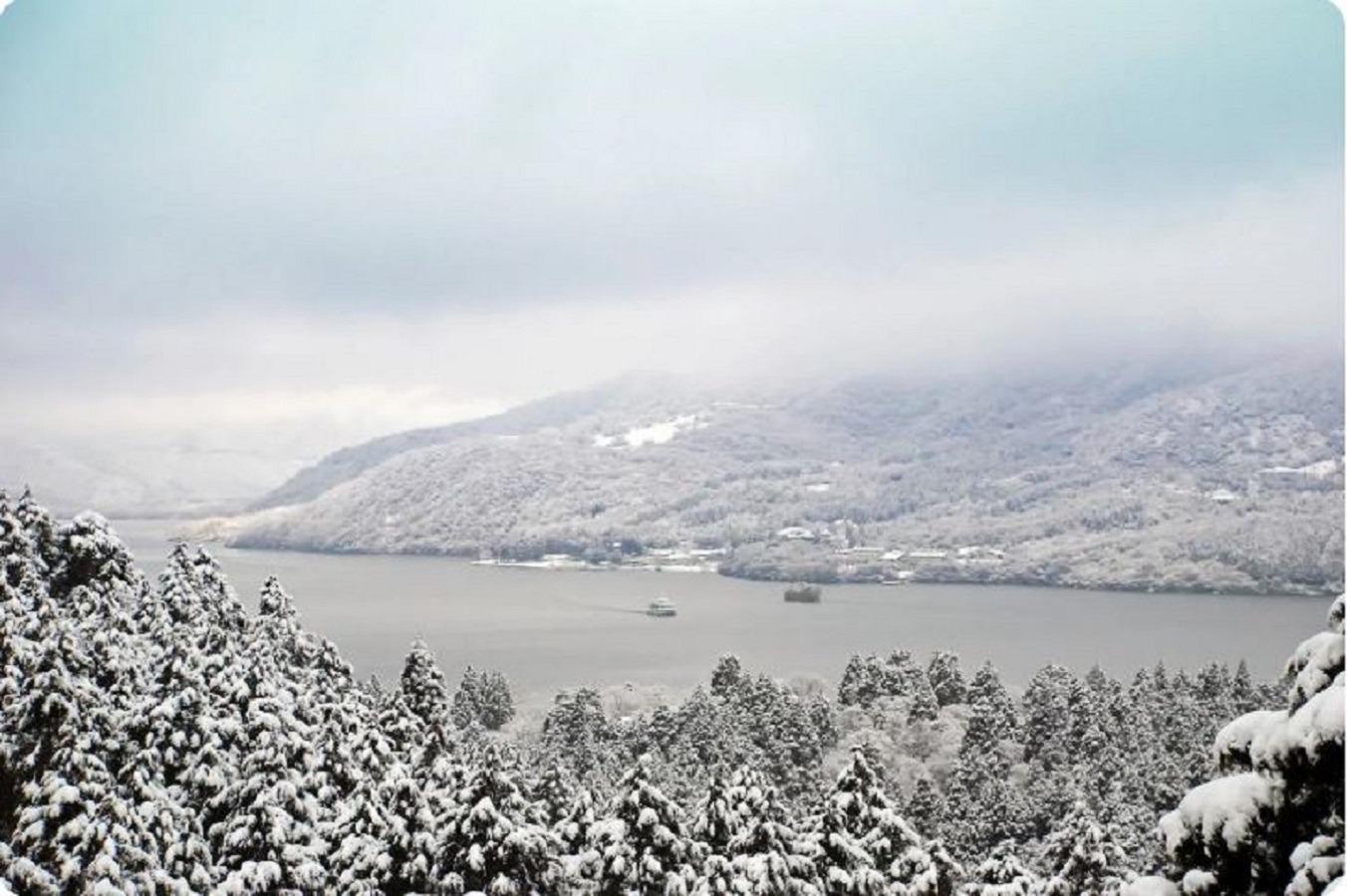 Lake Ashi in winter.