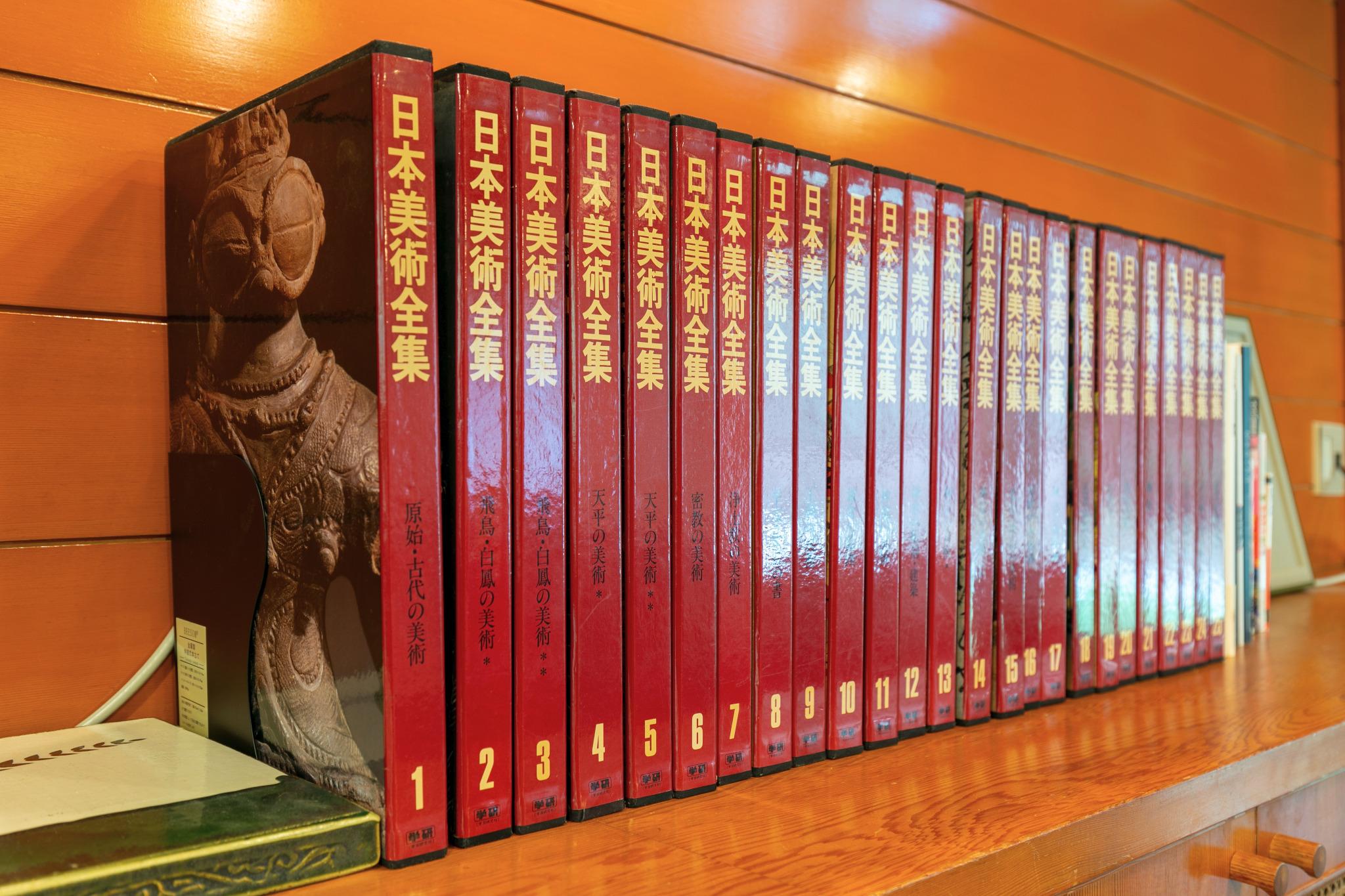 Full set of Japanese art book.