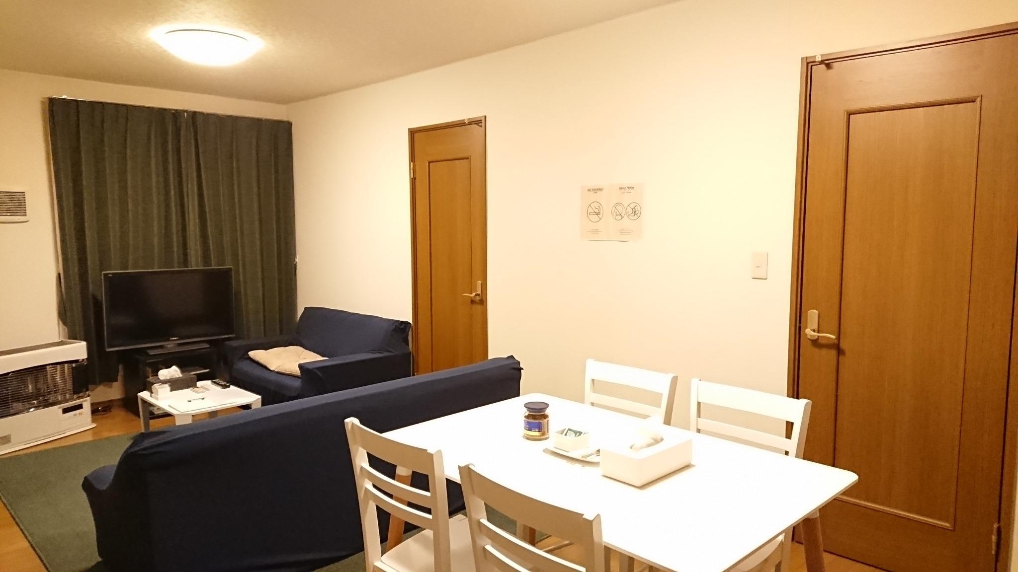 夜間の室内イメージ2(LEDの調色機能を使用)