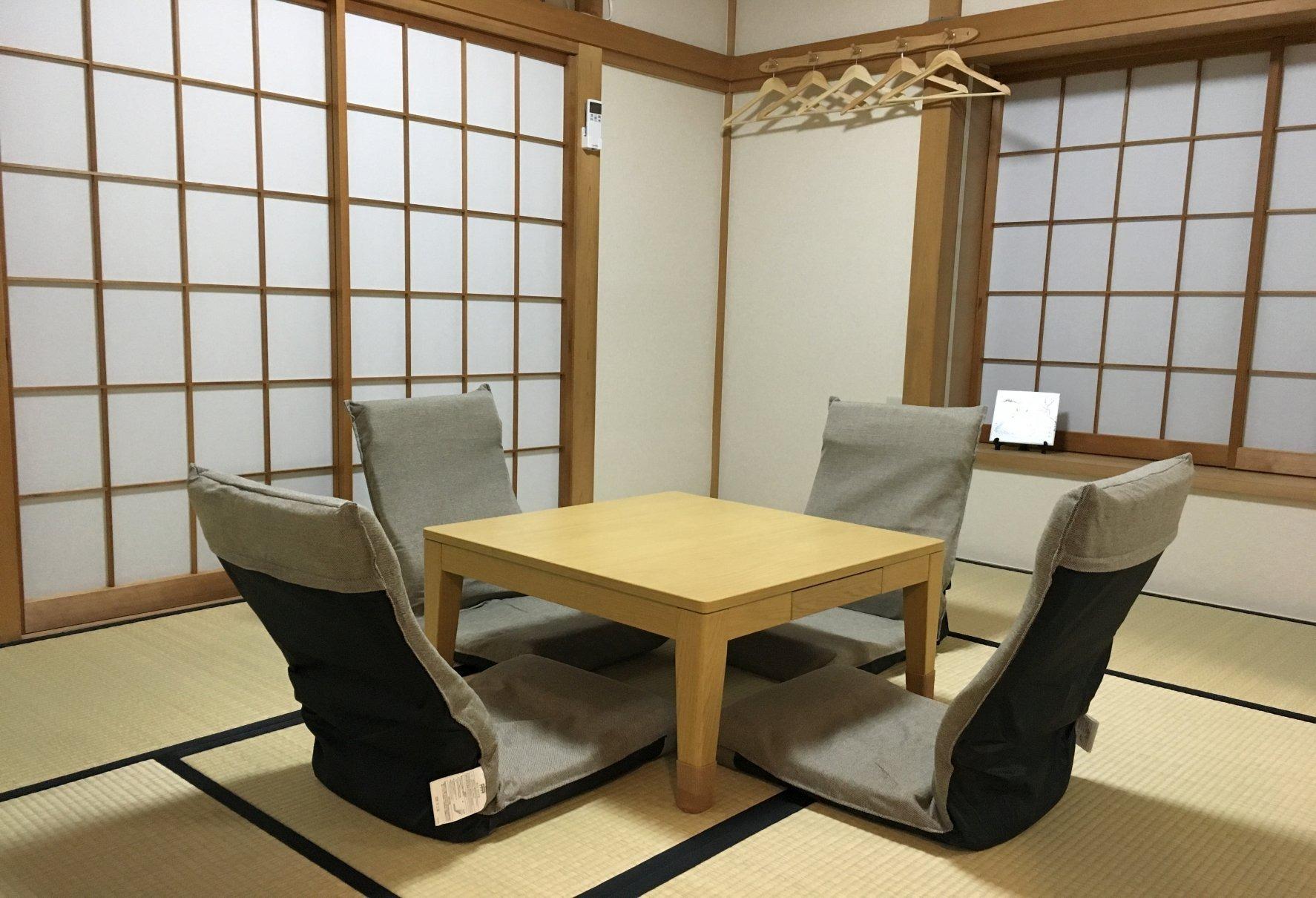 和室・こたつと椅子