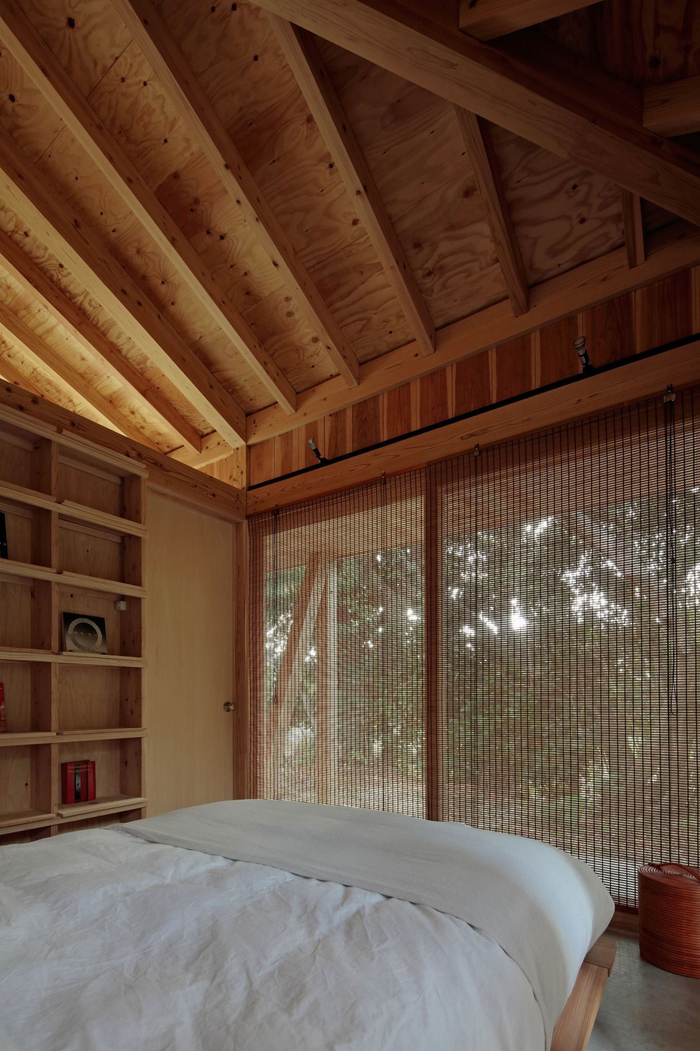 Bed room with blind