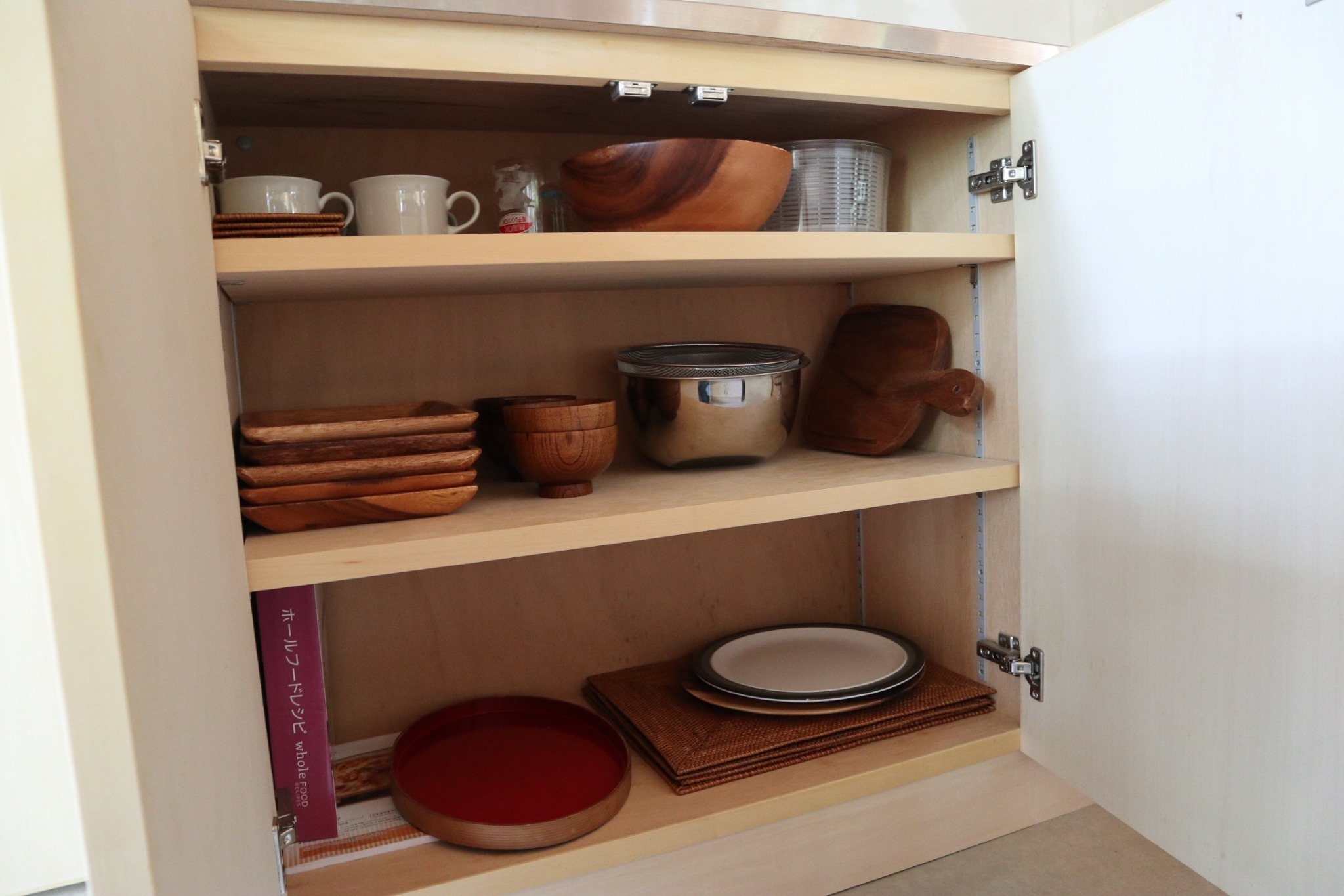 Equipment such as tableware