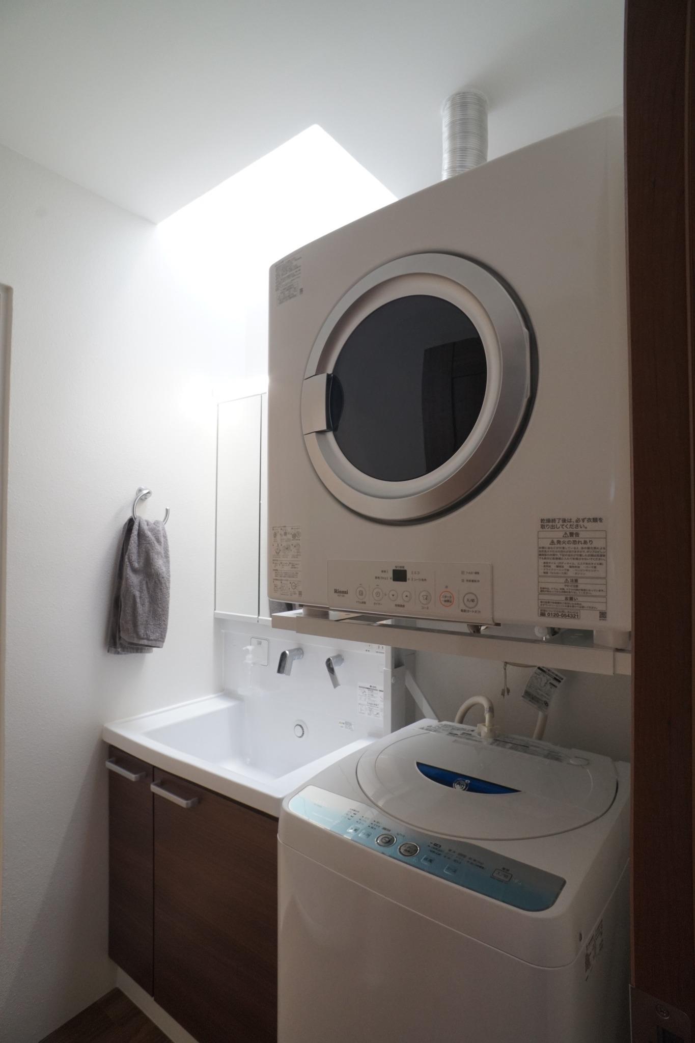 乾燥機 洗濯機 天窓からの明かり