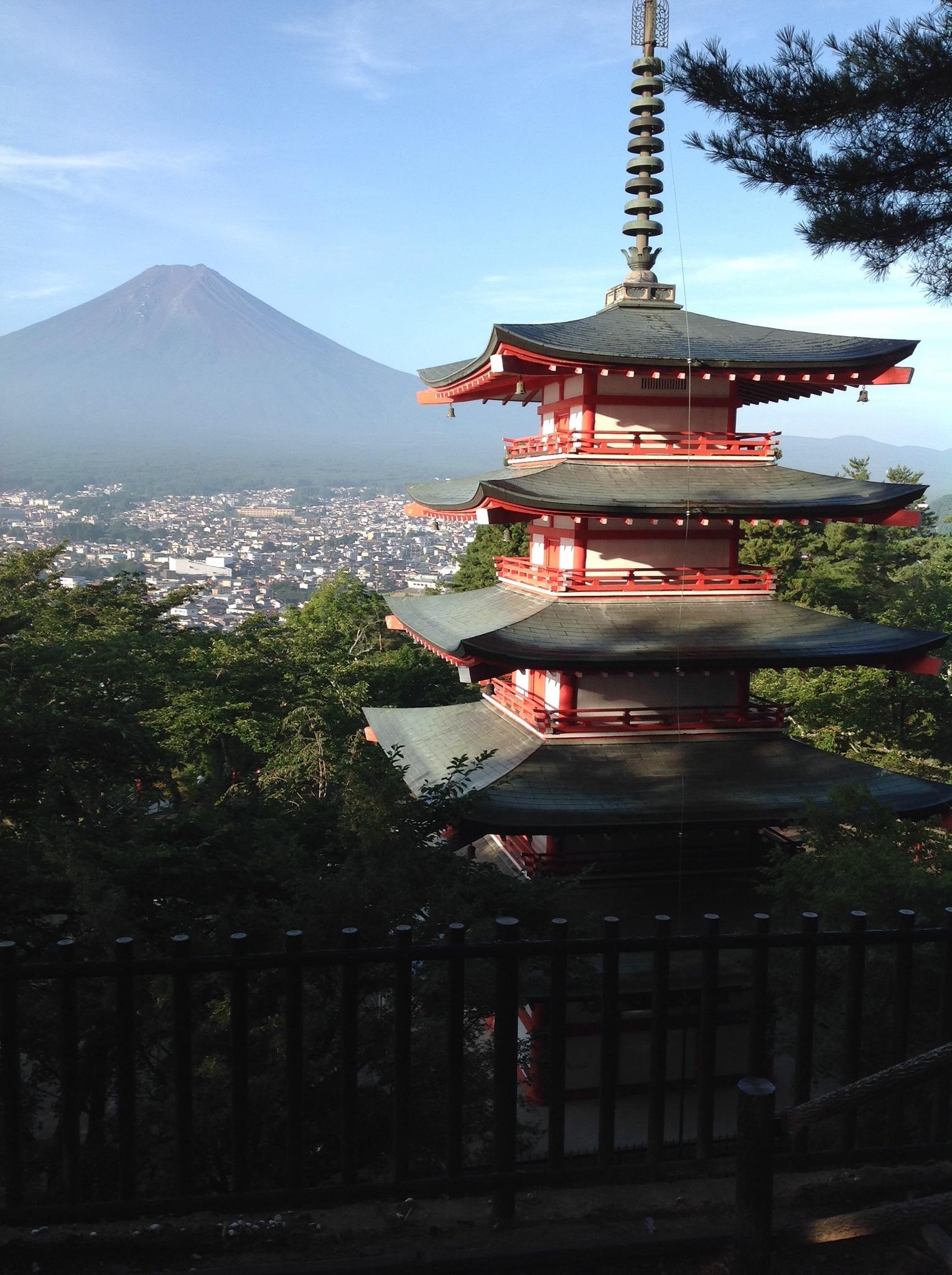 忠霊塔からの富士山観光スポット