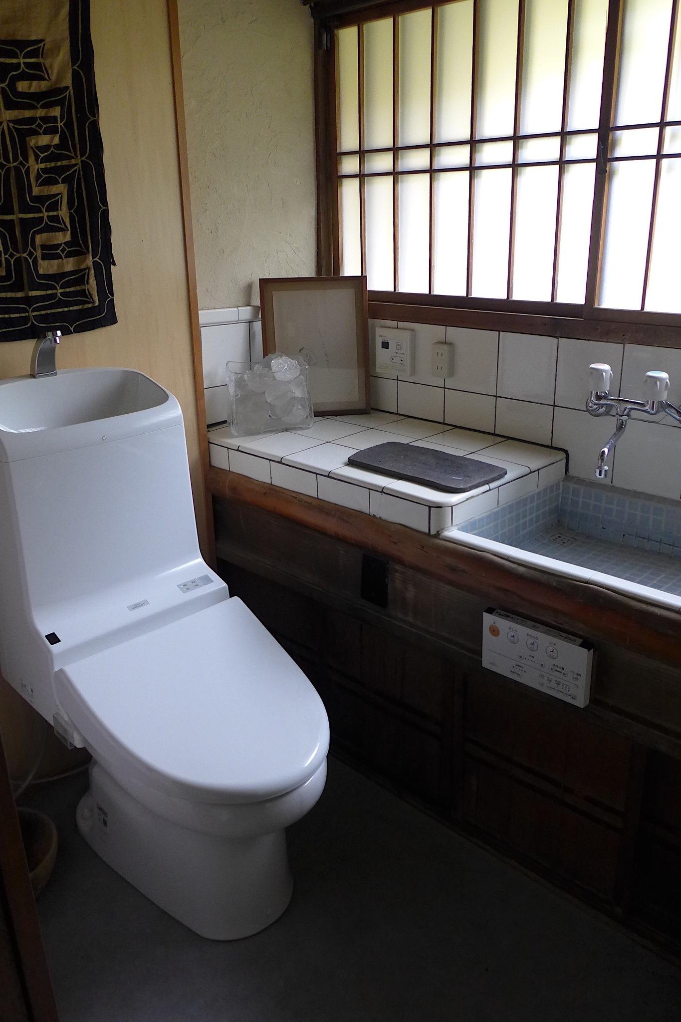 トイレ&シャワールーム(2)