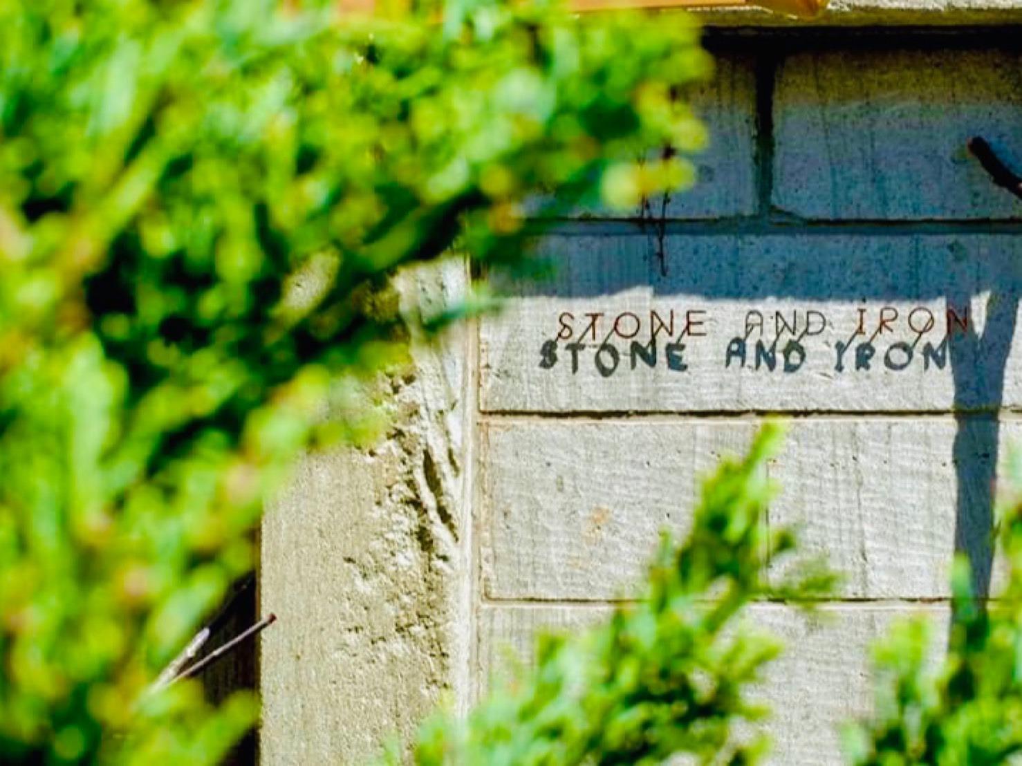 石と鉄 ~石蔵とベッドと珈琲~