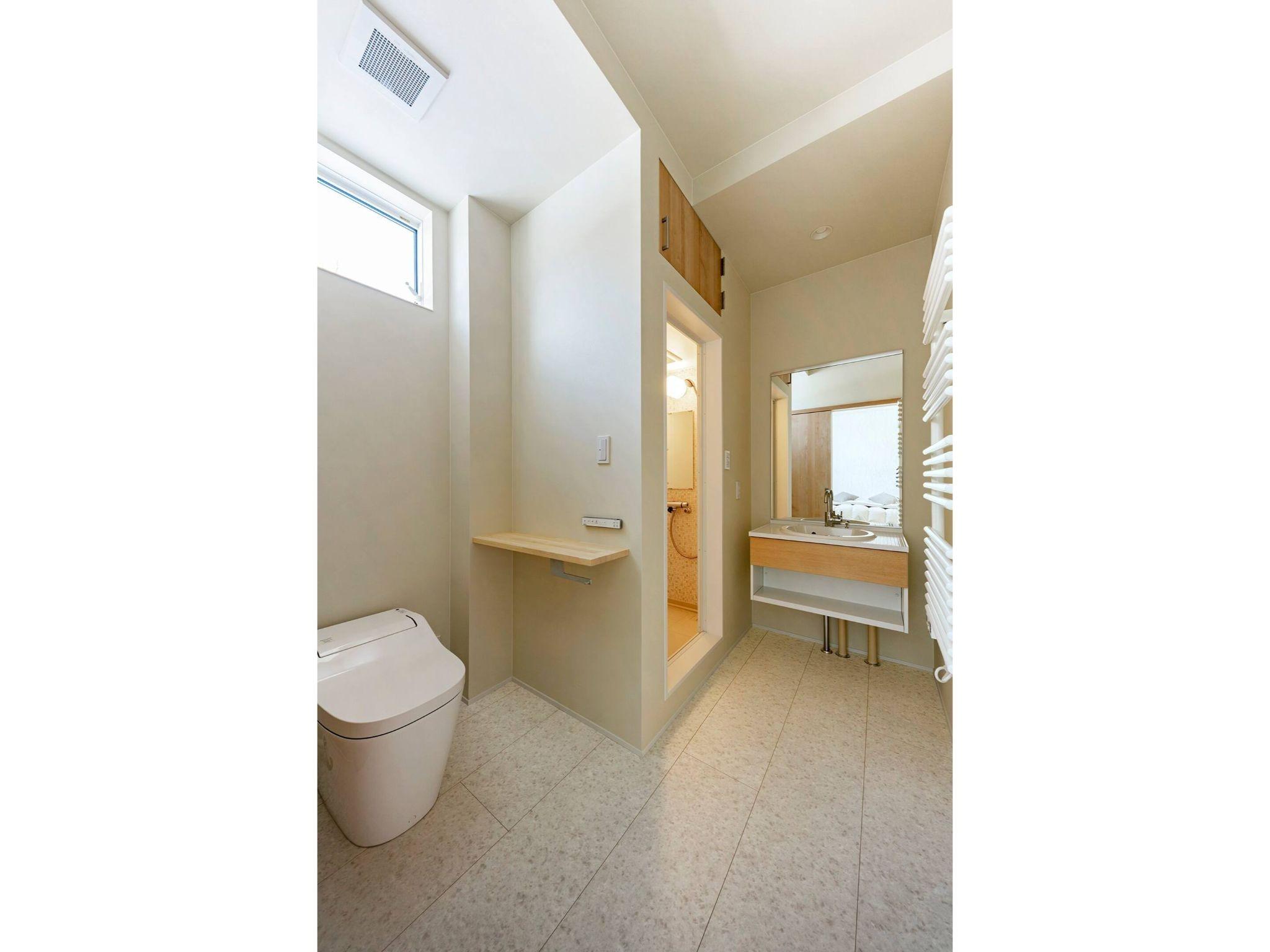 寝室1のトイレ・バスルーム