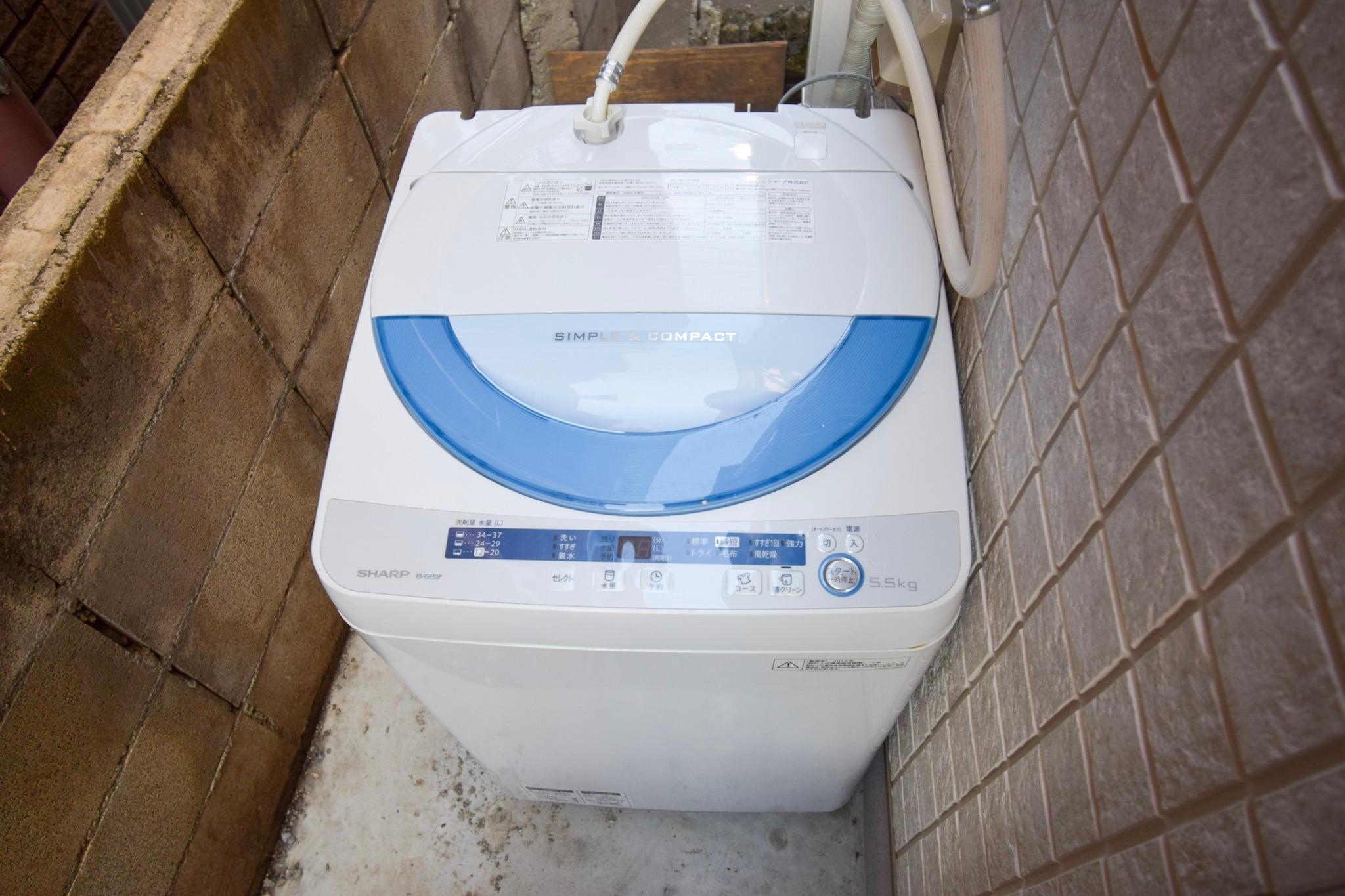 裏庭にある洗濯機