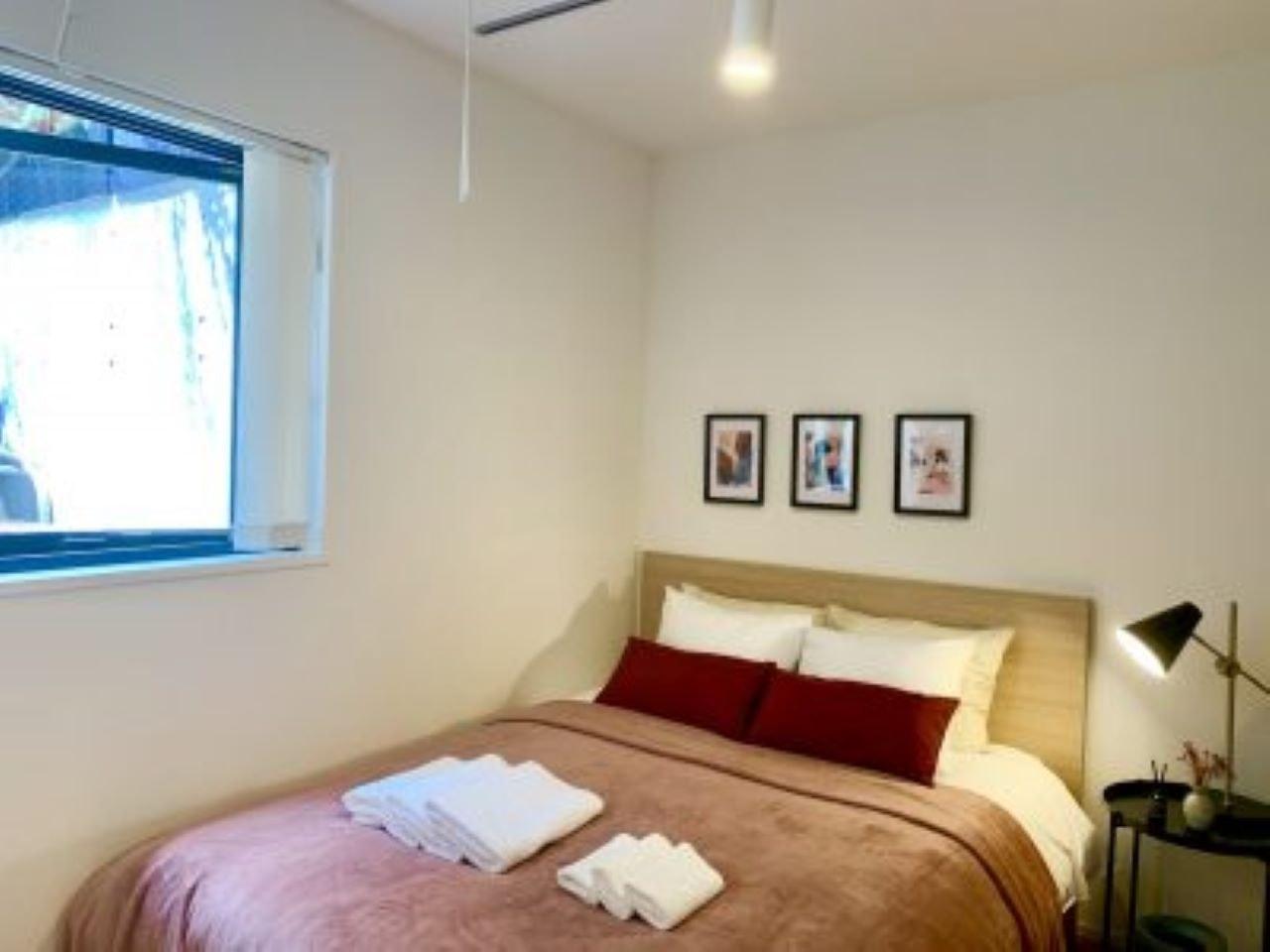 新宿まで5分!バルコニーのある隠れ家のようなお部屋 // ALT STAY四谷 001号室