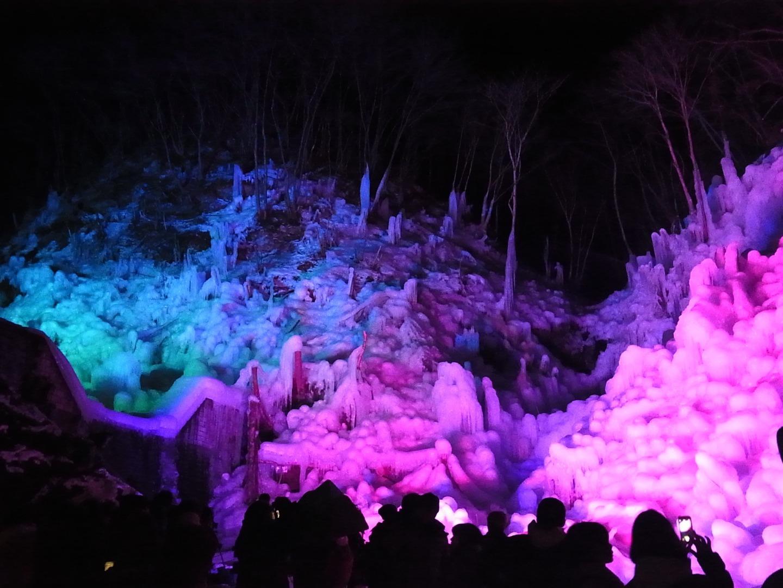 芦ヶ久保のライトアップされた氷柱