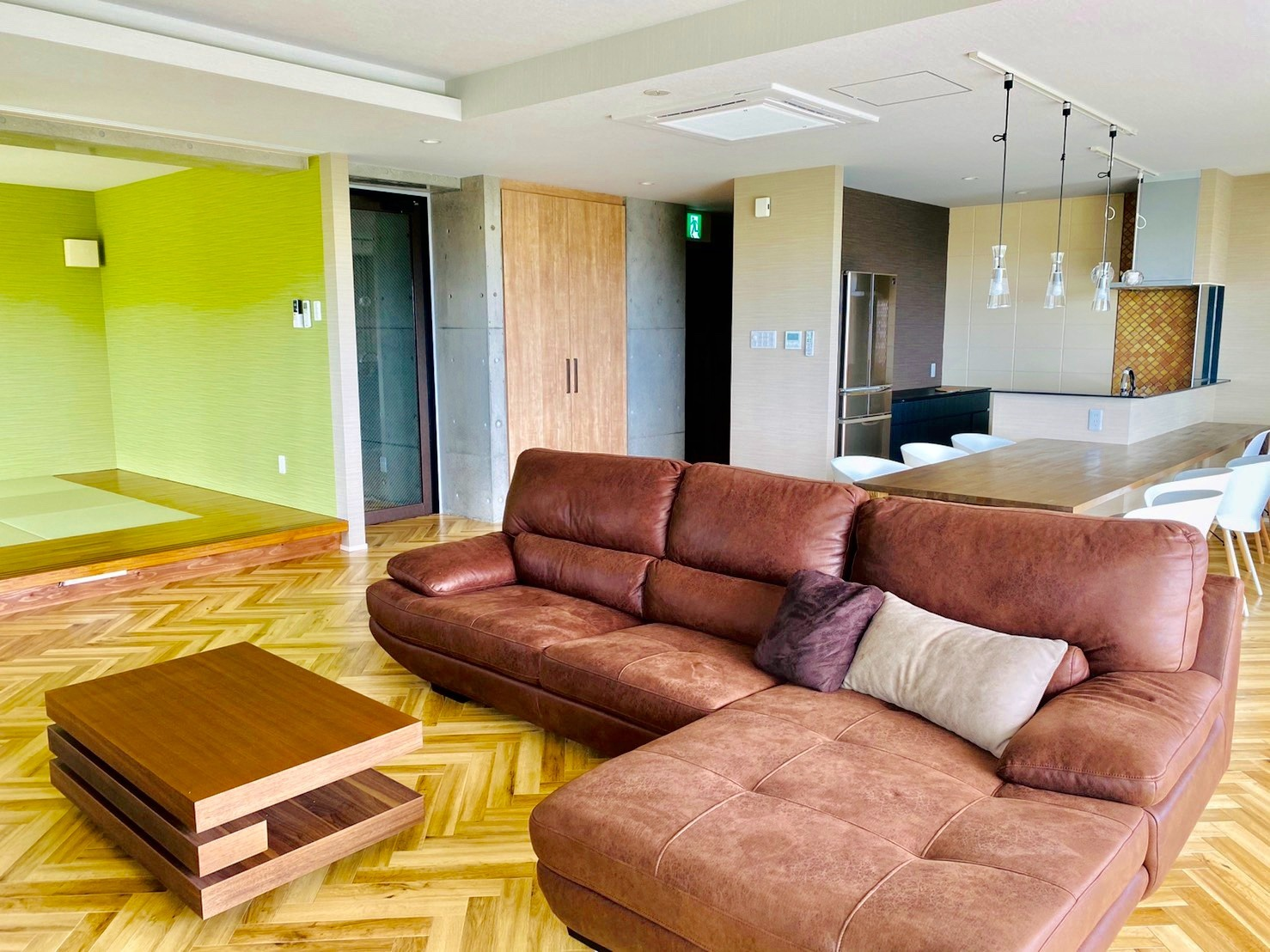秘密の隠れ家!温水ジャグジー&琉球畳和室完備!3F秋のお部屋