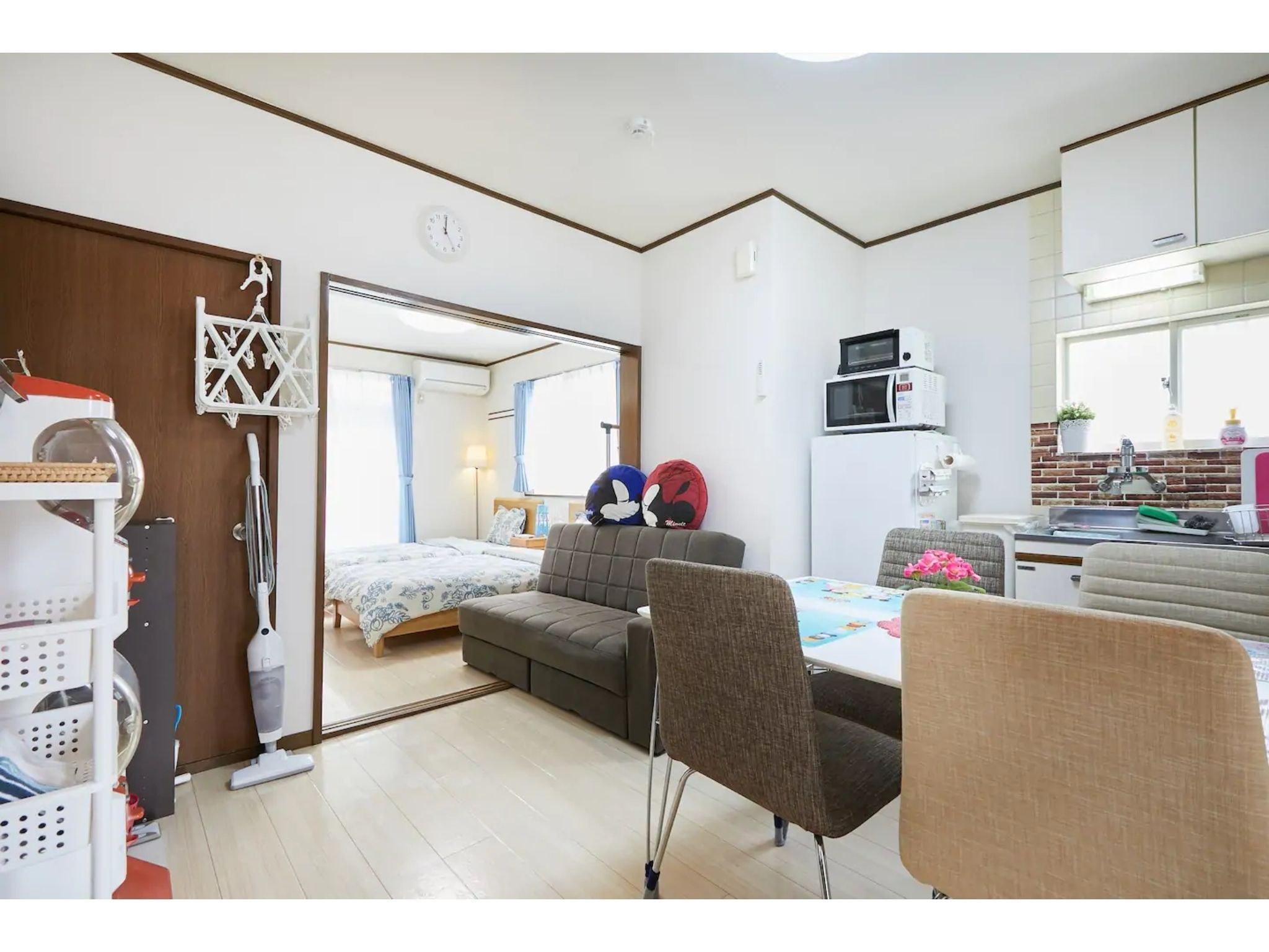 ディズニーリゾートまで1駅の好立地! 閑静な住宅街で寛ぎの空間をお過ごし下さい。最大6名宿泊可
