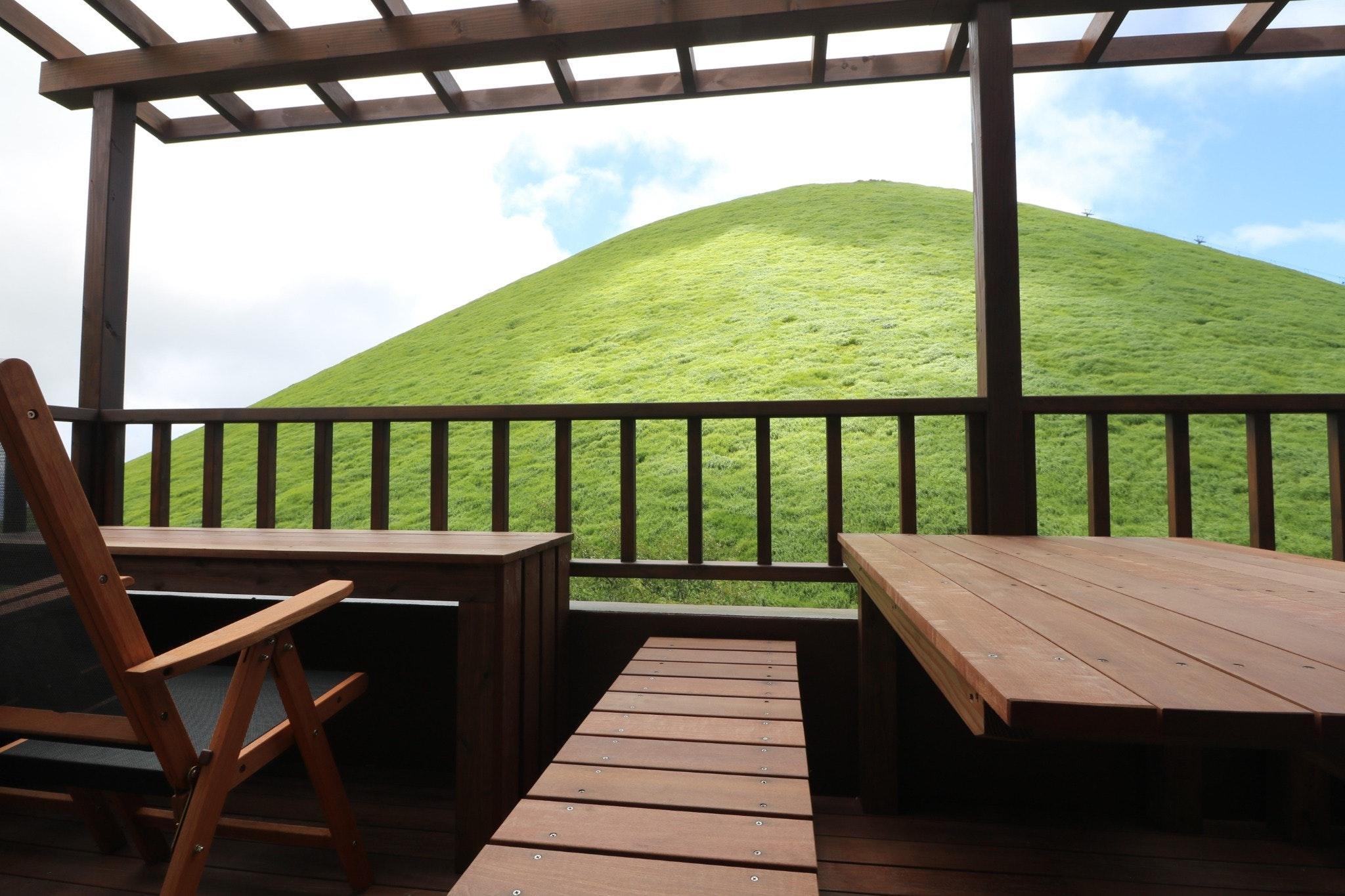 絶景!伊豆の大室山眼前の英国風ロッジ■海や富士山も望む!大室山・シャボテン動物公園徒歩1分