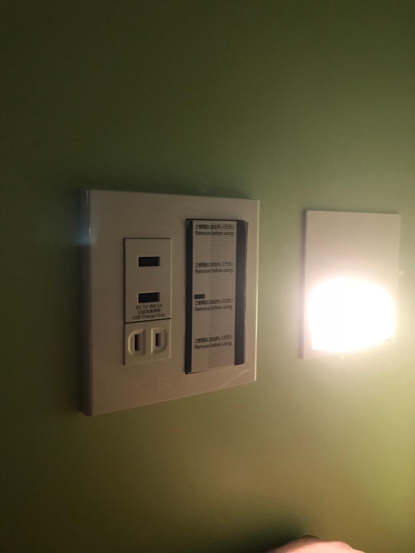 ベット内に照明とコンセント、USBも指せます。