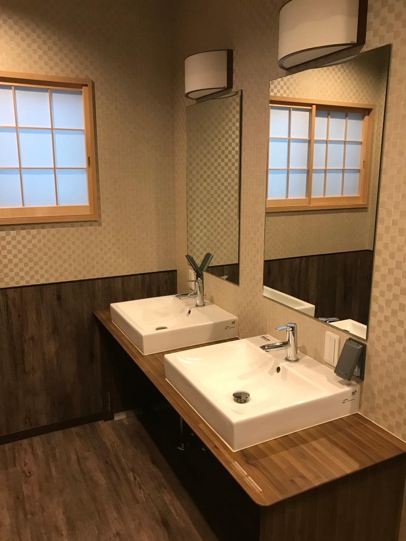 洗面所は2名で同時使用可です。