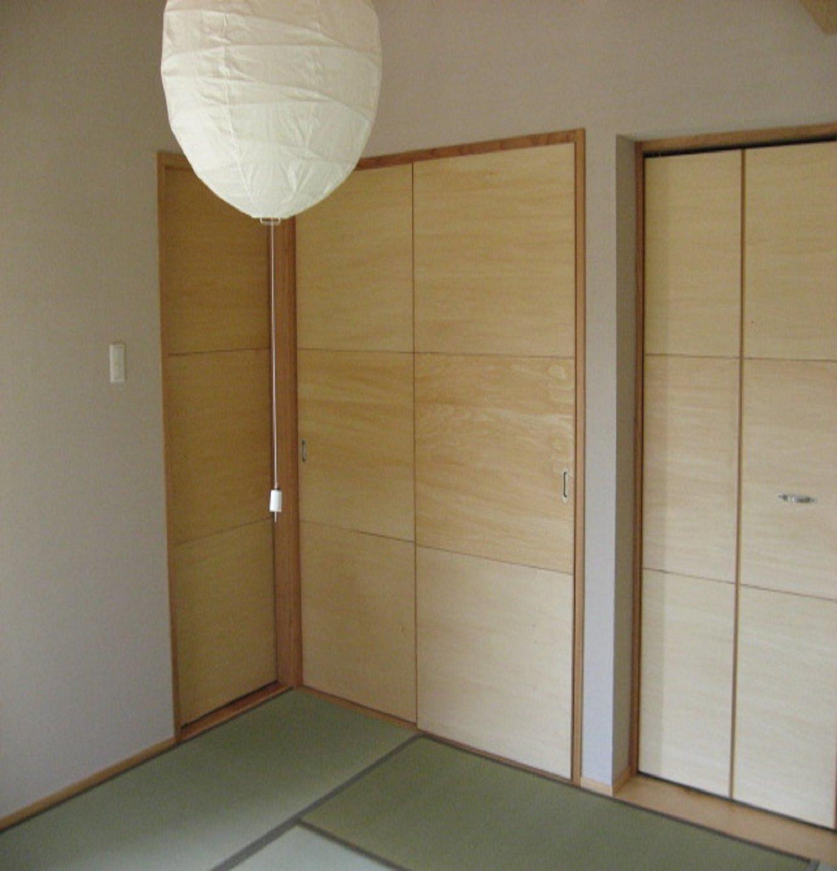 雄大な自然を部屋の中から楽しめる和室。隣接しているウッドデッキから外に出ることも可能。