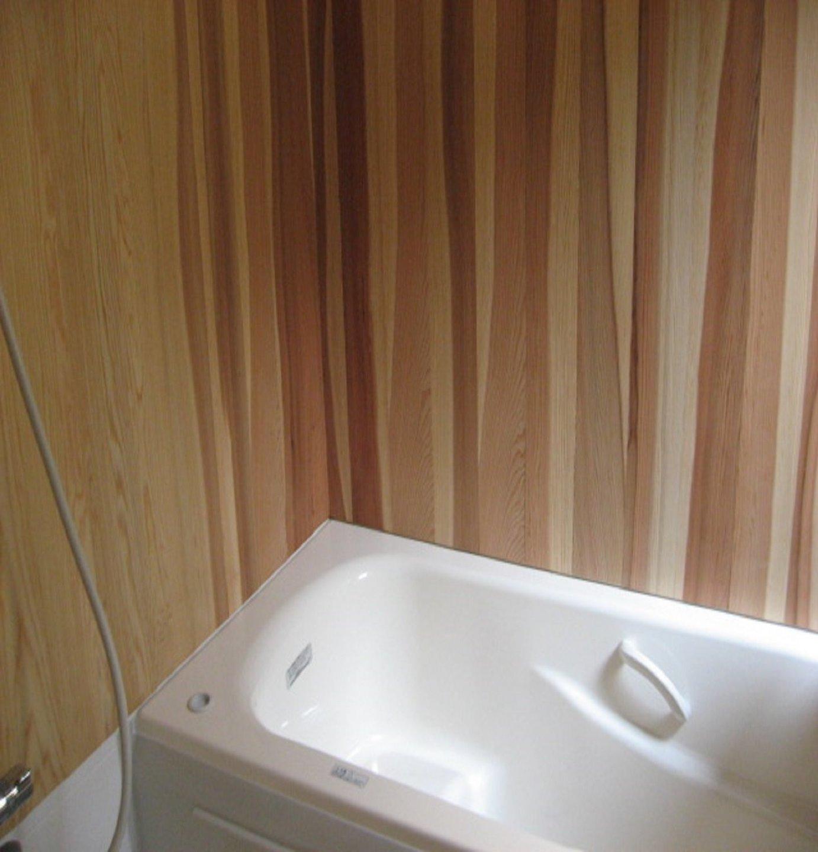 木の香りが漂うバスルーム