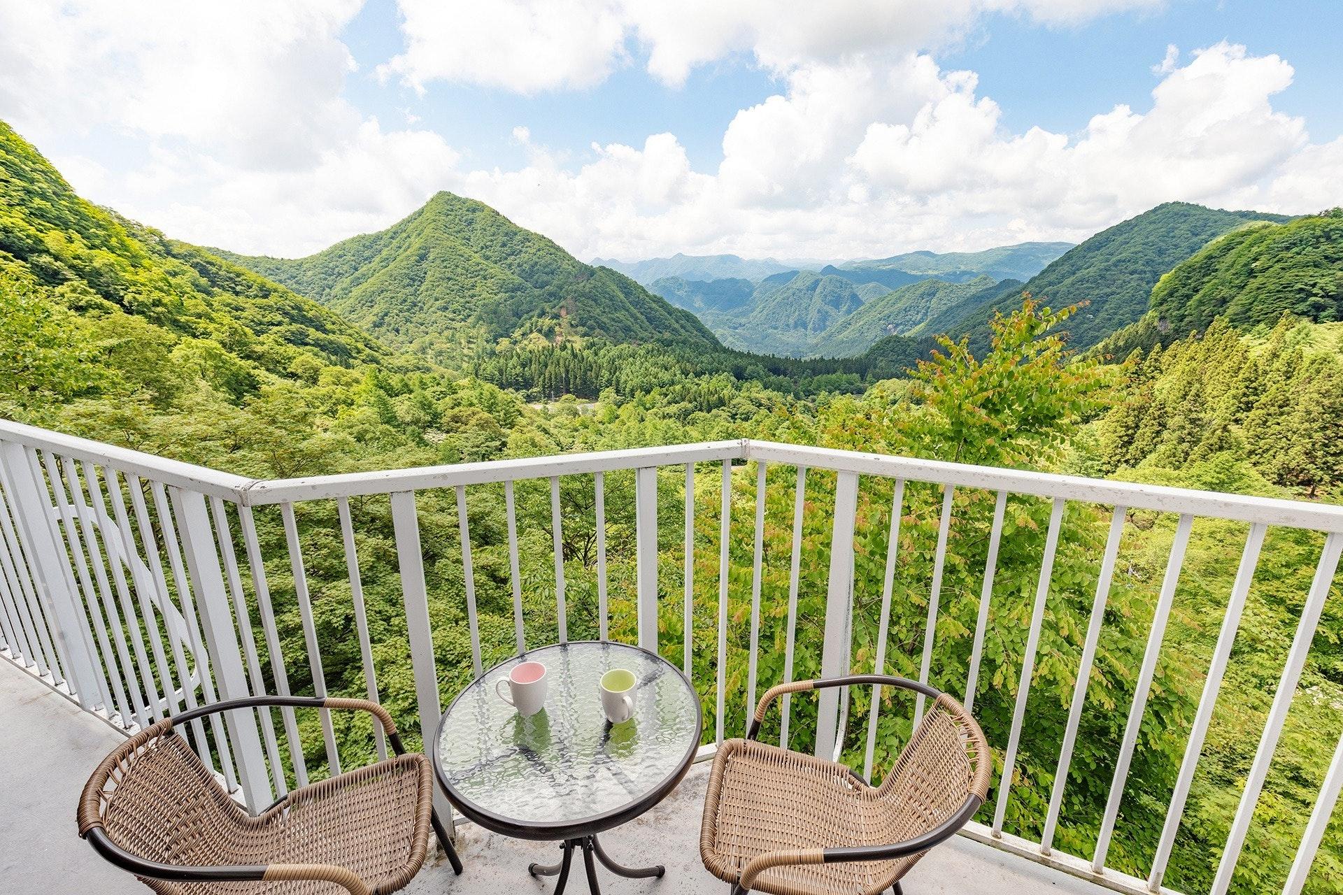 南軽井沢にある森の中の別荘。バルコニーからの圧巻の眺望。軽井沢駅から10分。