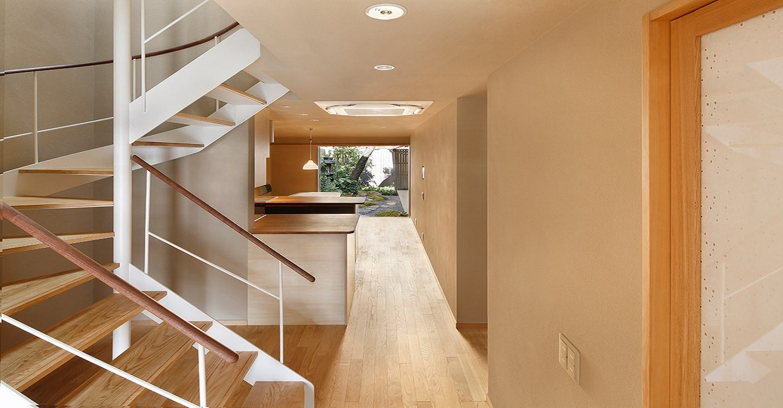 京町家特有の「うなぎの寝床」が、快適なくつろぎの空間へと生まれ変わりました。