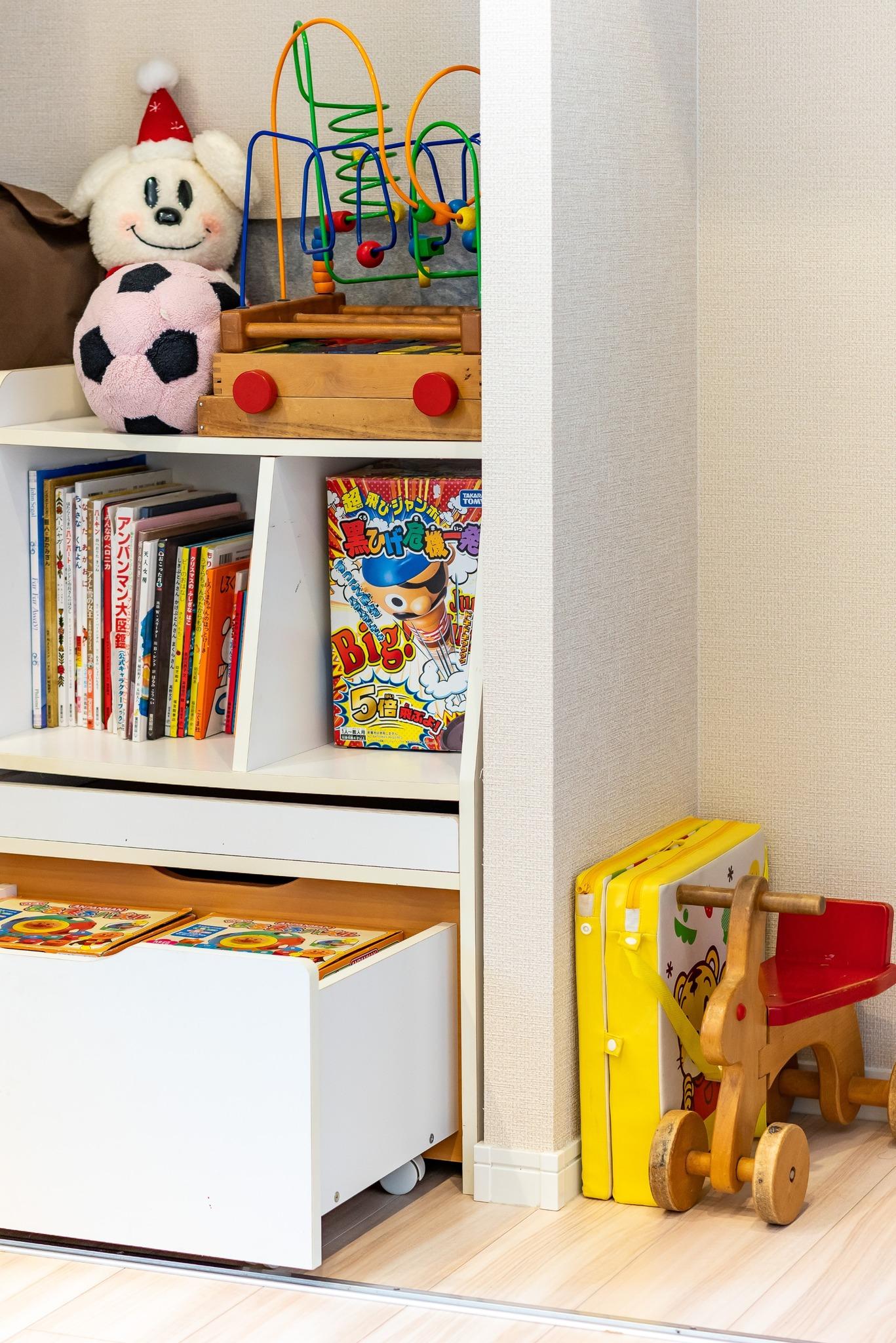 絵本や子供達のおもちゃ完備!