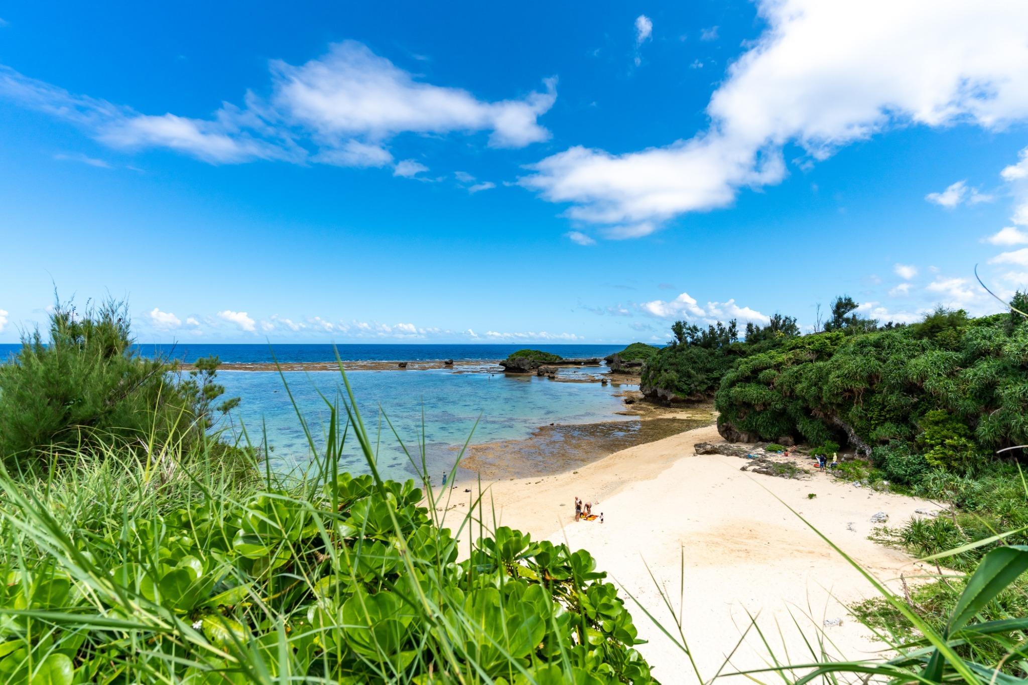 目の前の天然ビーチ