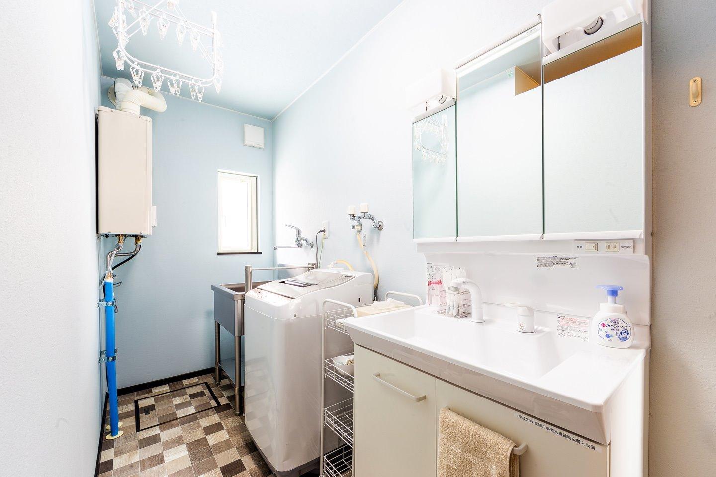 洗濯機・ドライハンガー併設の洗面室