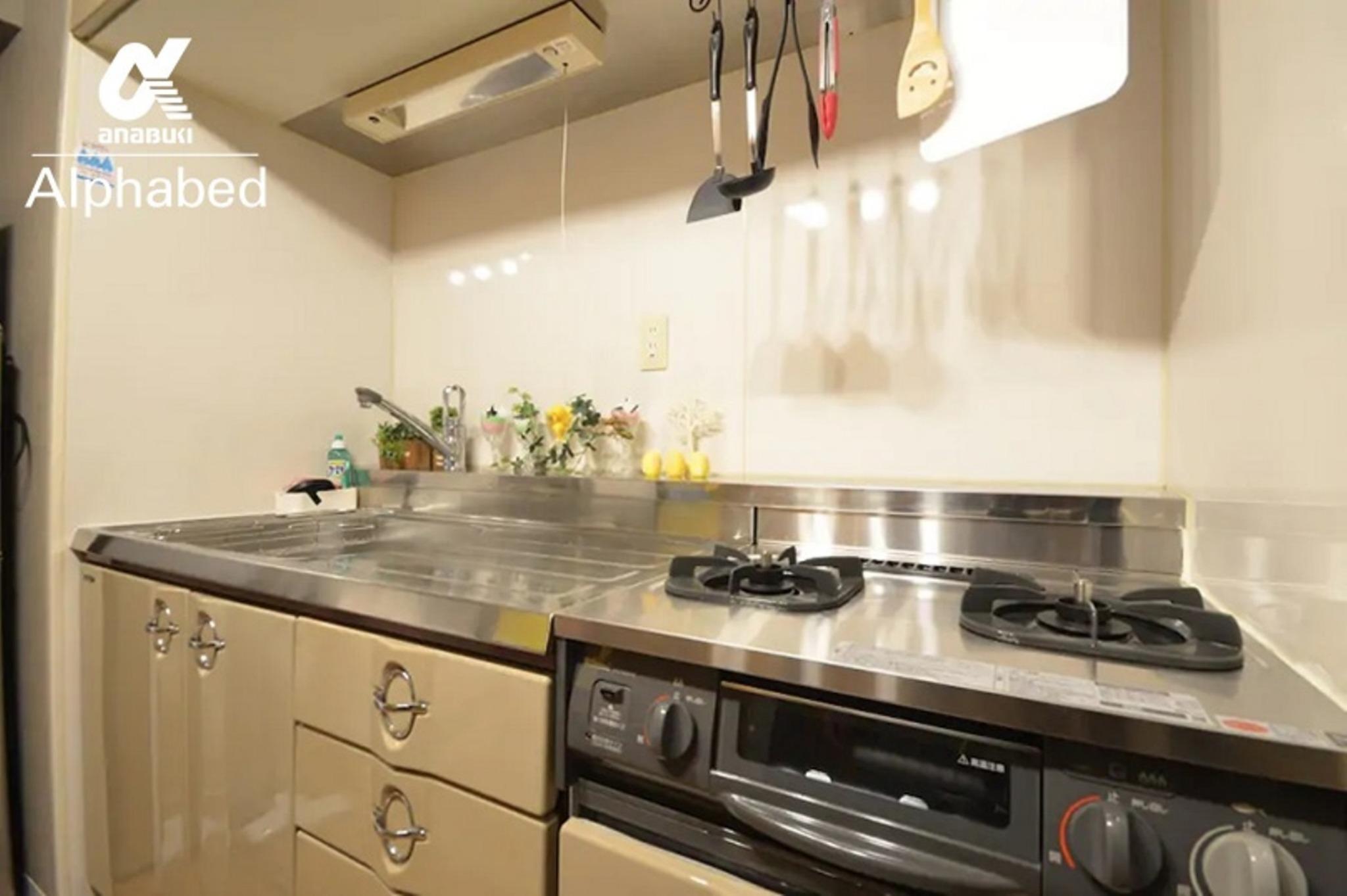 2口ガスコンロ付きの広いキッチン