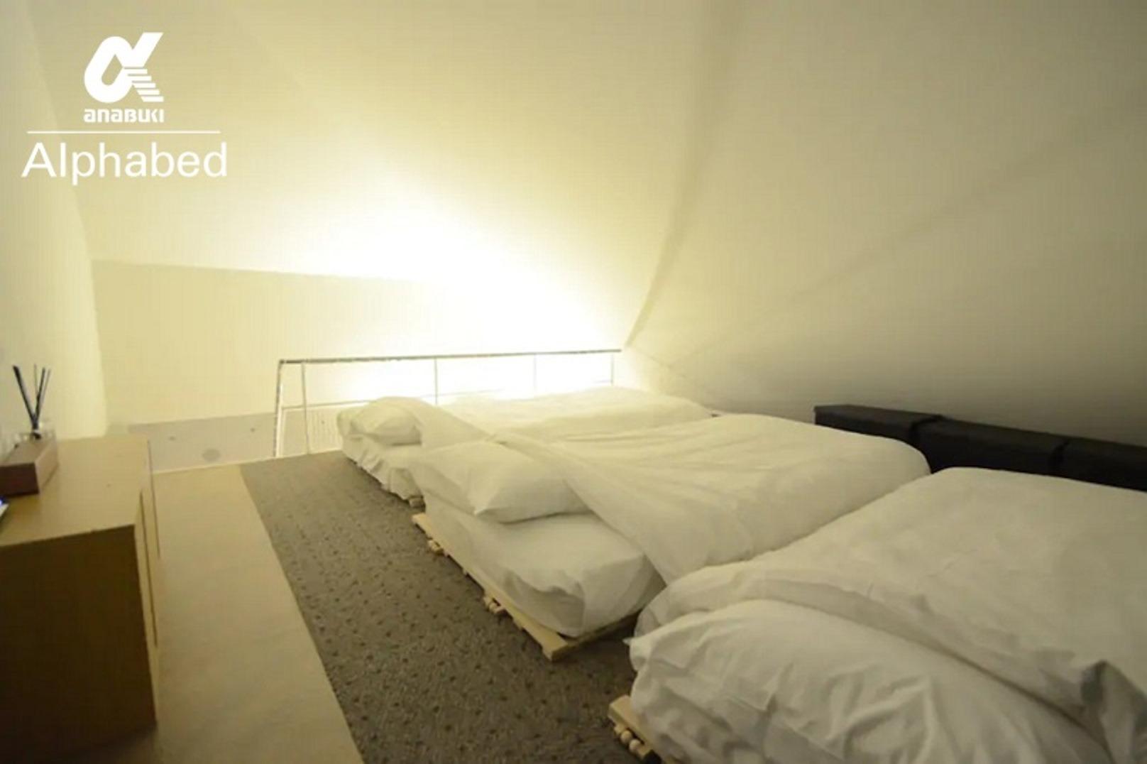 ロフト上にシングルベッド×3