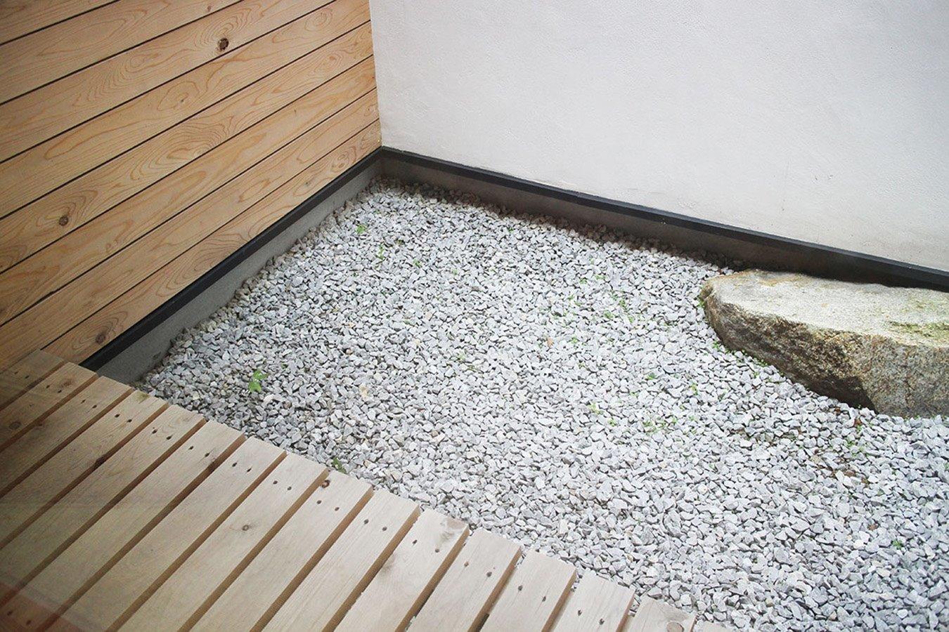 1F garden