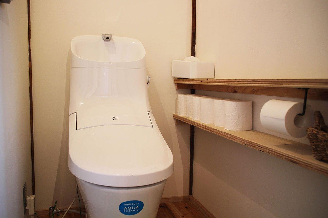 2F toilet