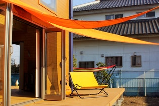 「泊まる」より「楽しむ」天然木の新築ログハウス