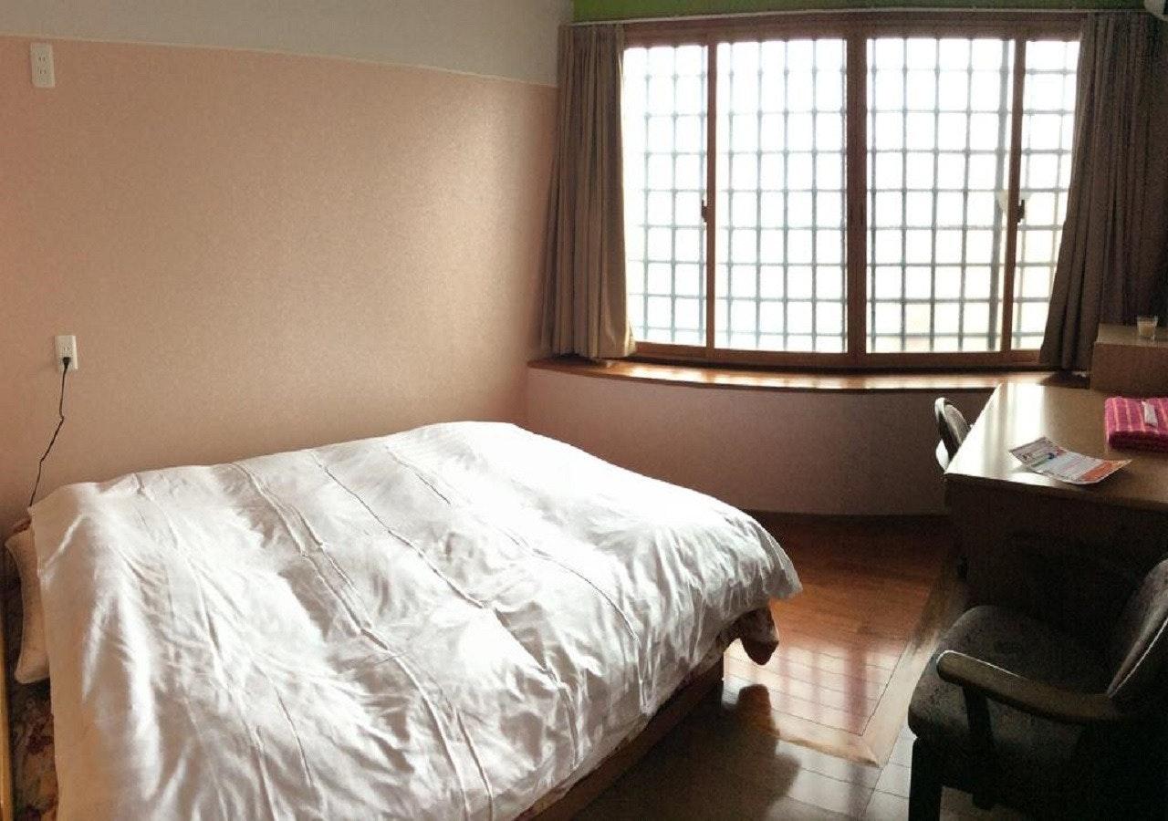 303(3階)ダブルルーム 共用バスルーム