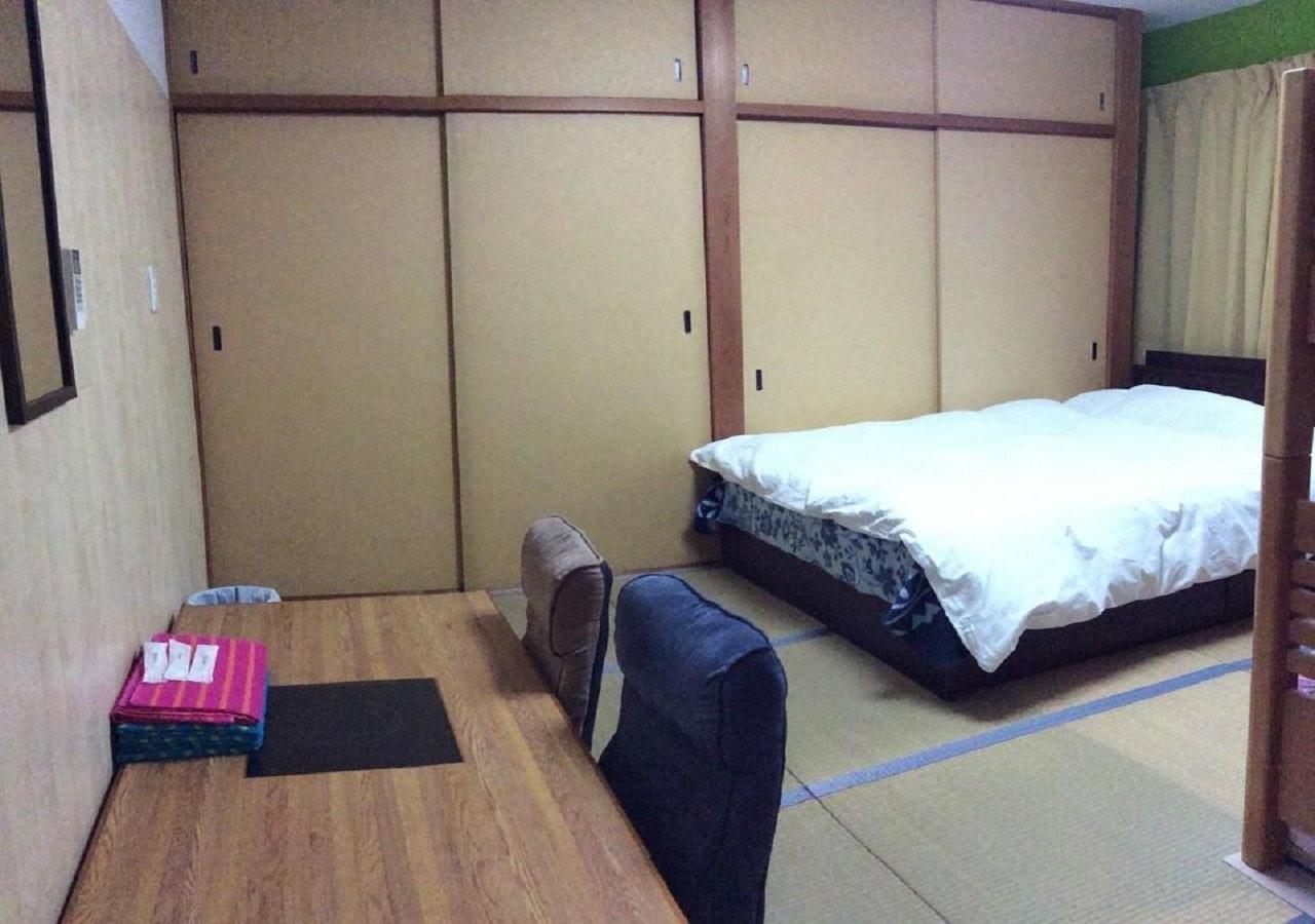305(3階)4人部屋 共用バスルーム