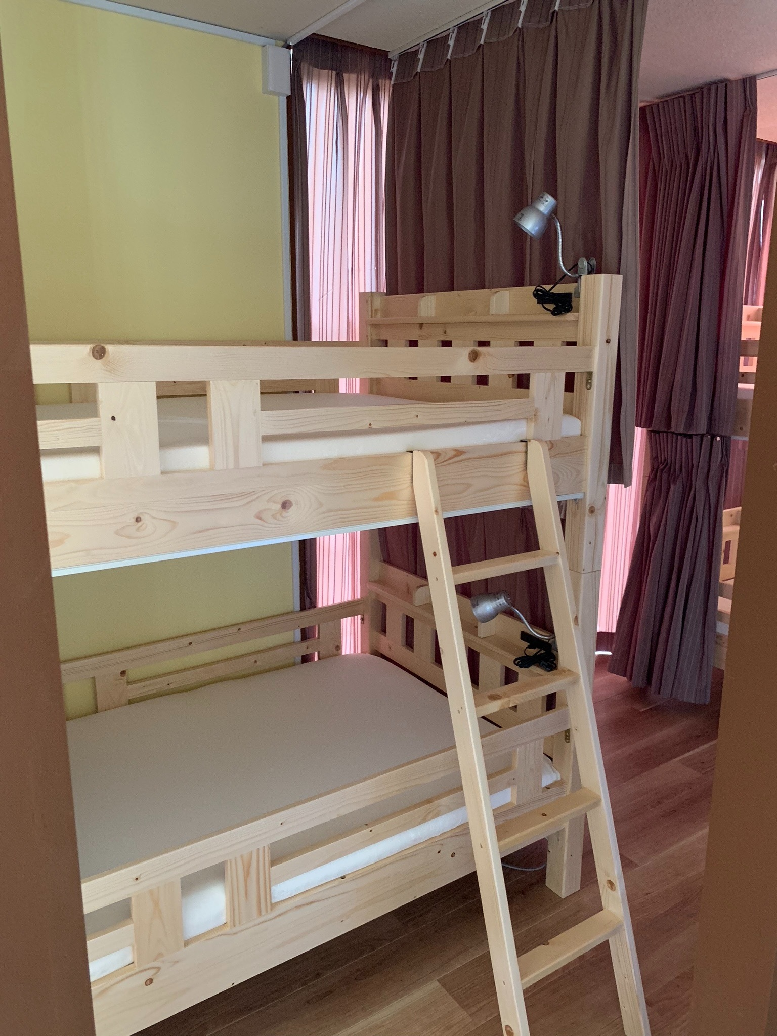 2段ベッドルーム 2段ベッド×4台=8名 ご希望でシングル掛け布団3セット計11名まで利用できます