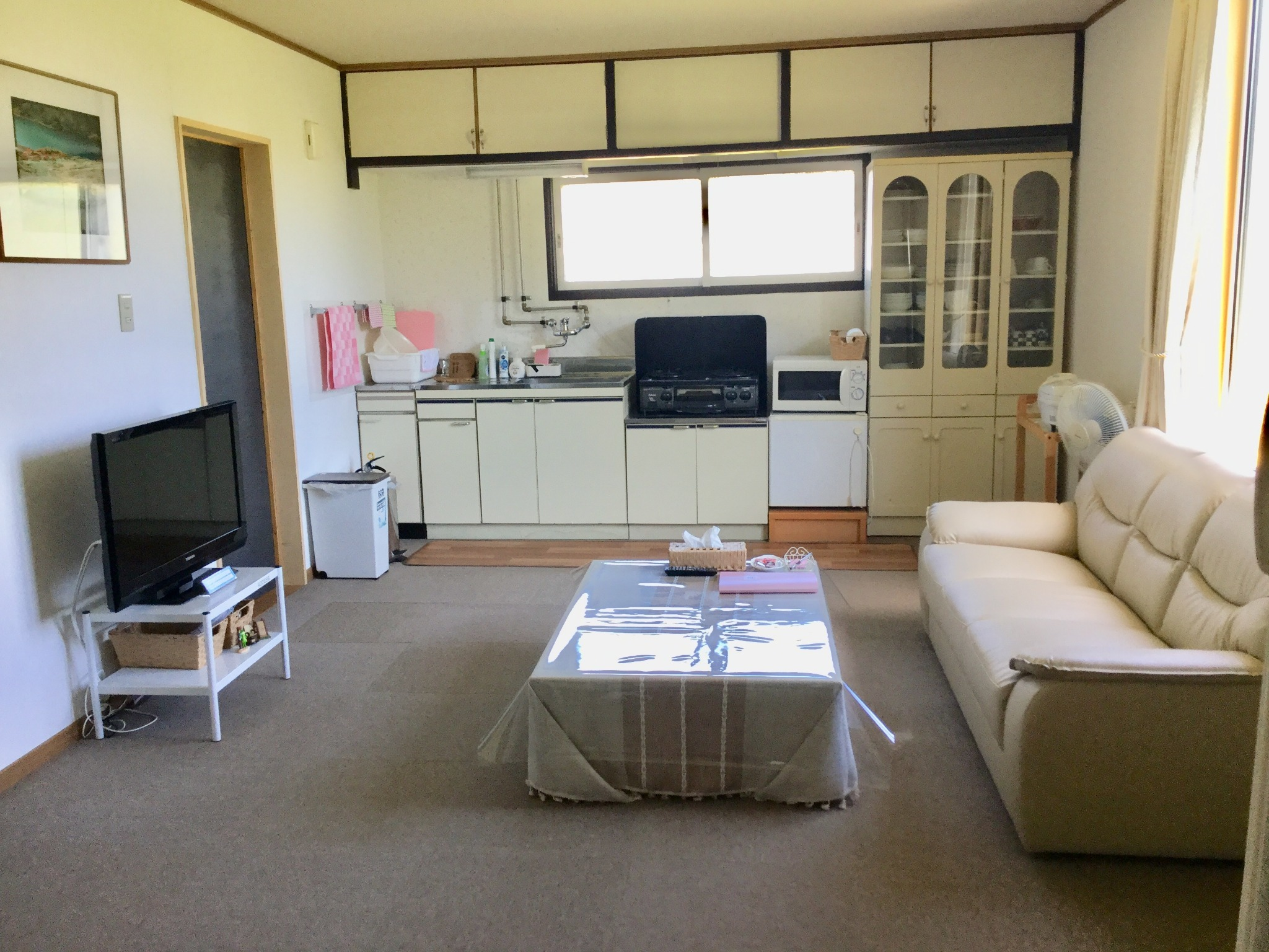【Living room with kitchenette attached】Refrigerator, Microwave oven, Cooking stove, Rice cooker, Kitchen utensil (without condiments). Free Wi-Fi☆ -Cottage B.