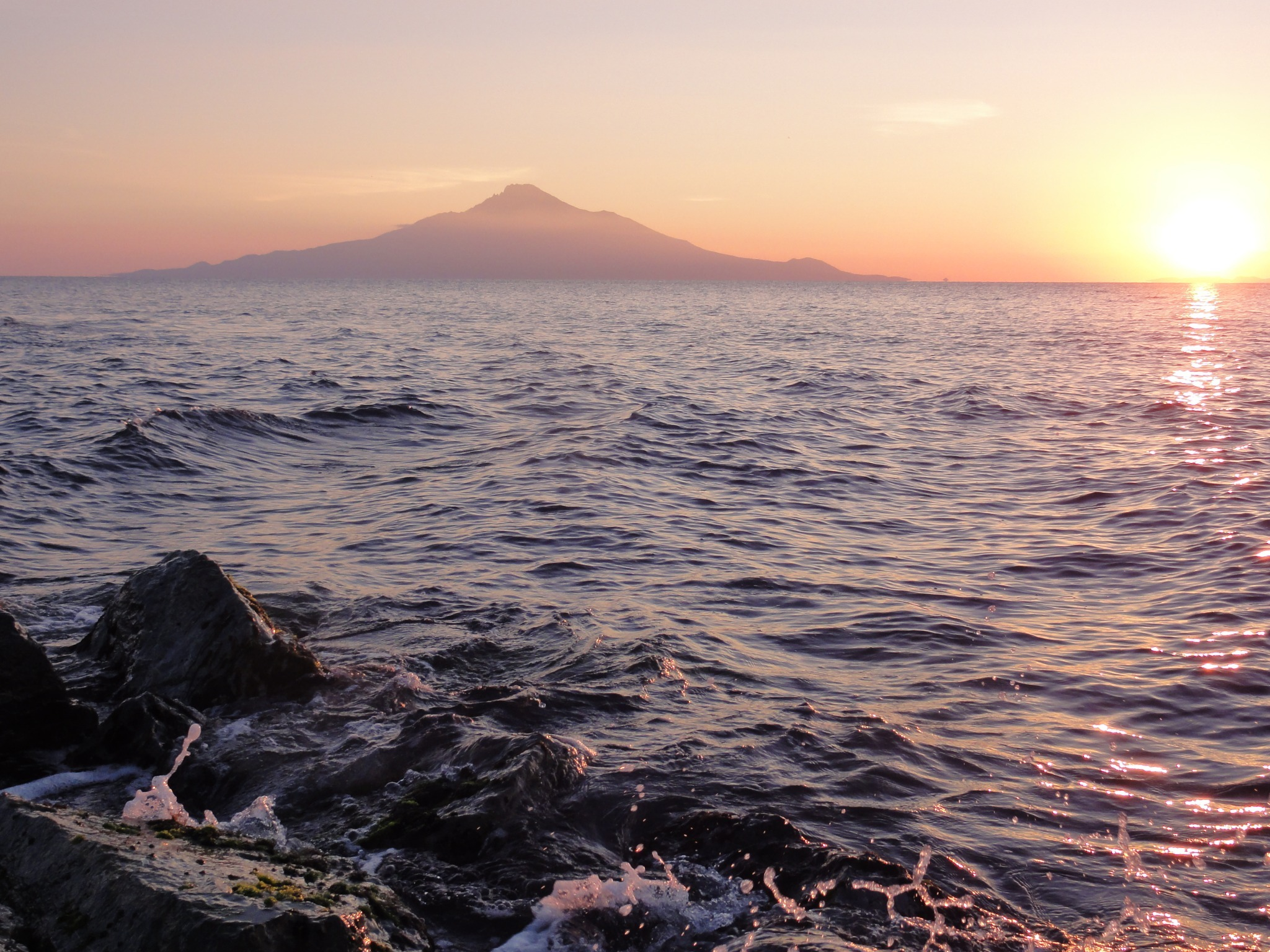It takes eight minutes by car from our farm to get to the coastline (called KOHONE-NO-IE) where you can see Mt. Rishirifuji and Rebun Island, and the view of the sunset from there is superb☆