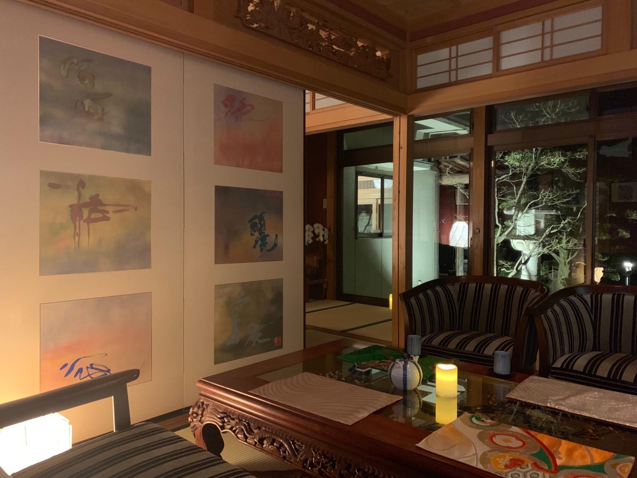 畳の香りが安らぐ和モダンで清潔感のある部屋 「信」の間です。
