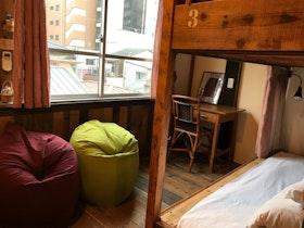 [THE PAX HOSTEL]レトロなビルを改装した小さなゲストハウス施設全景