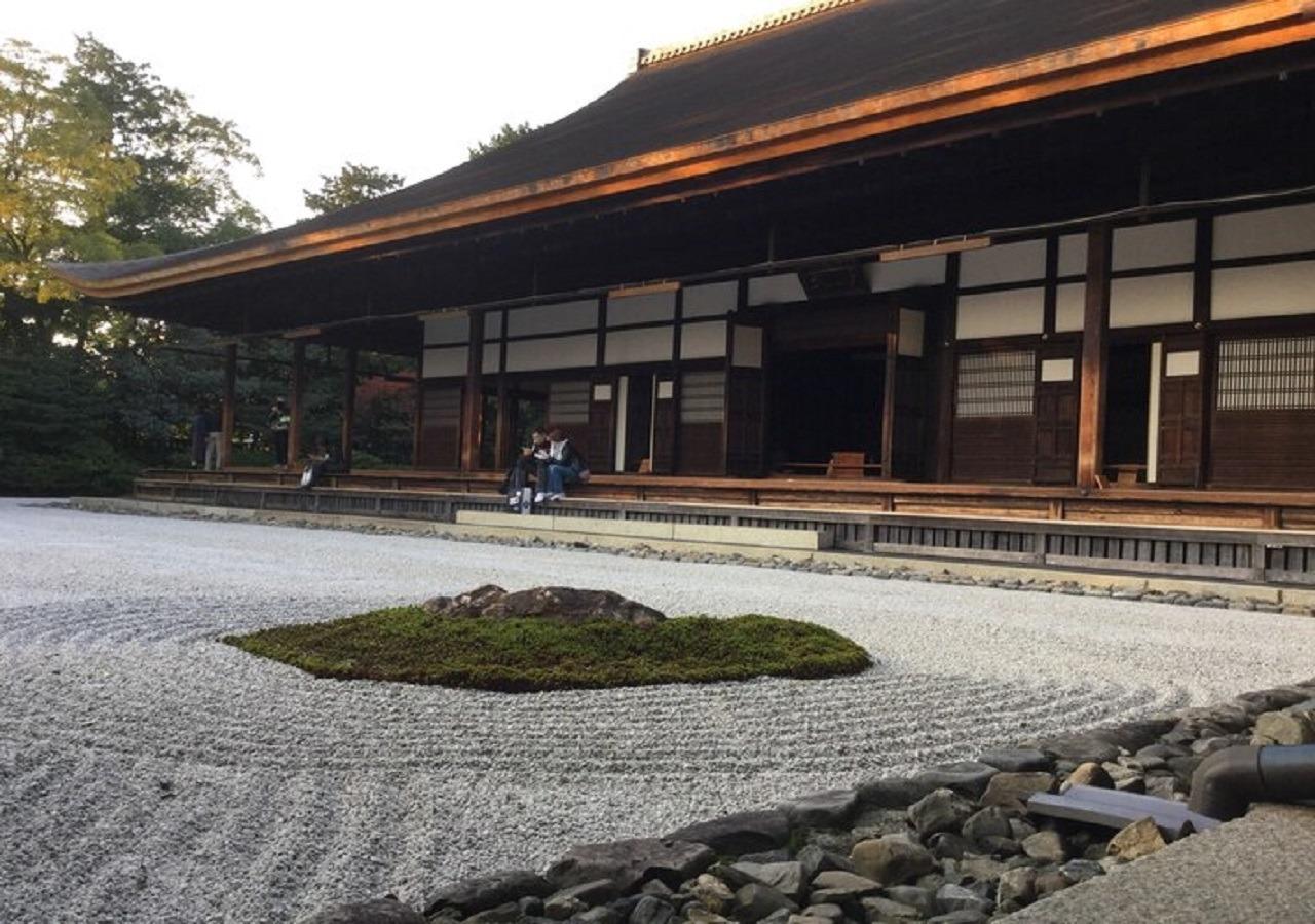 徒歩5分の建仁寺、風神雷神図で有名な京都最古の禅寺