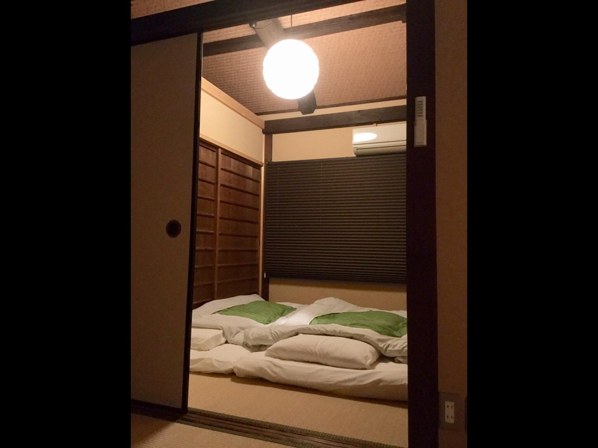 二階 寝室2