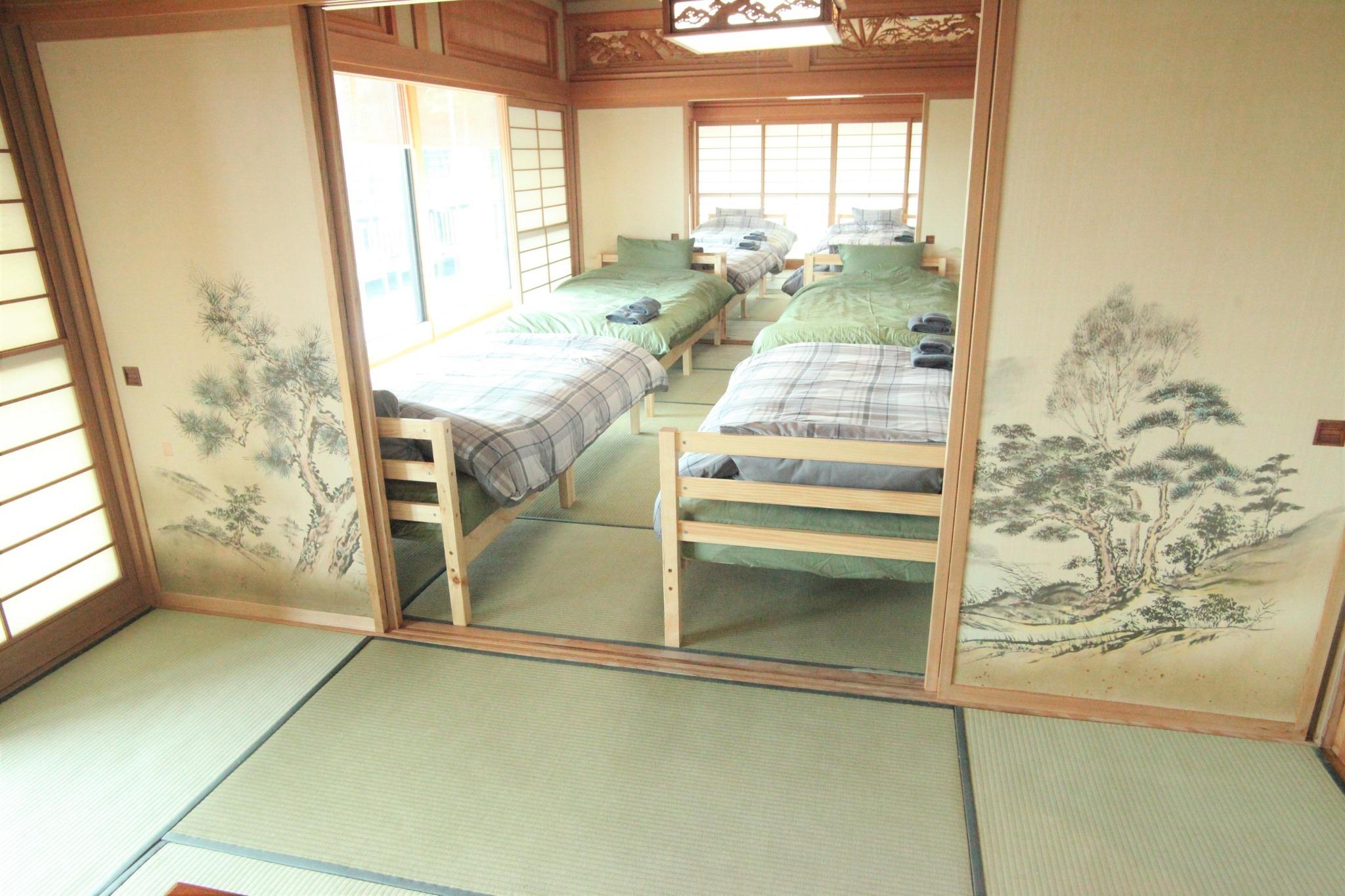 和室4名部屋(ベッド)1 2F