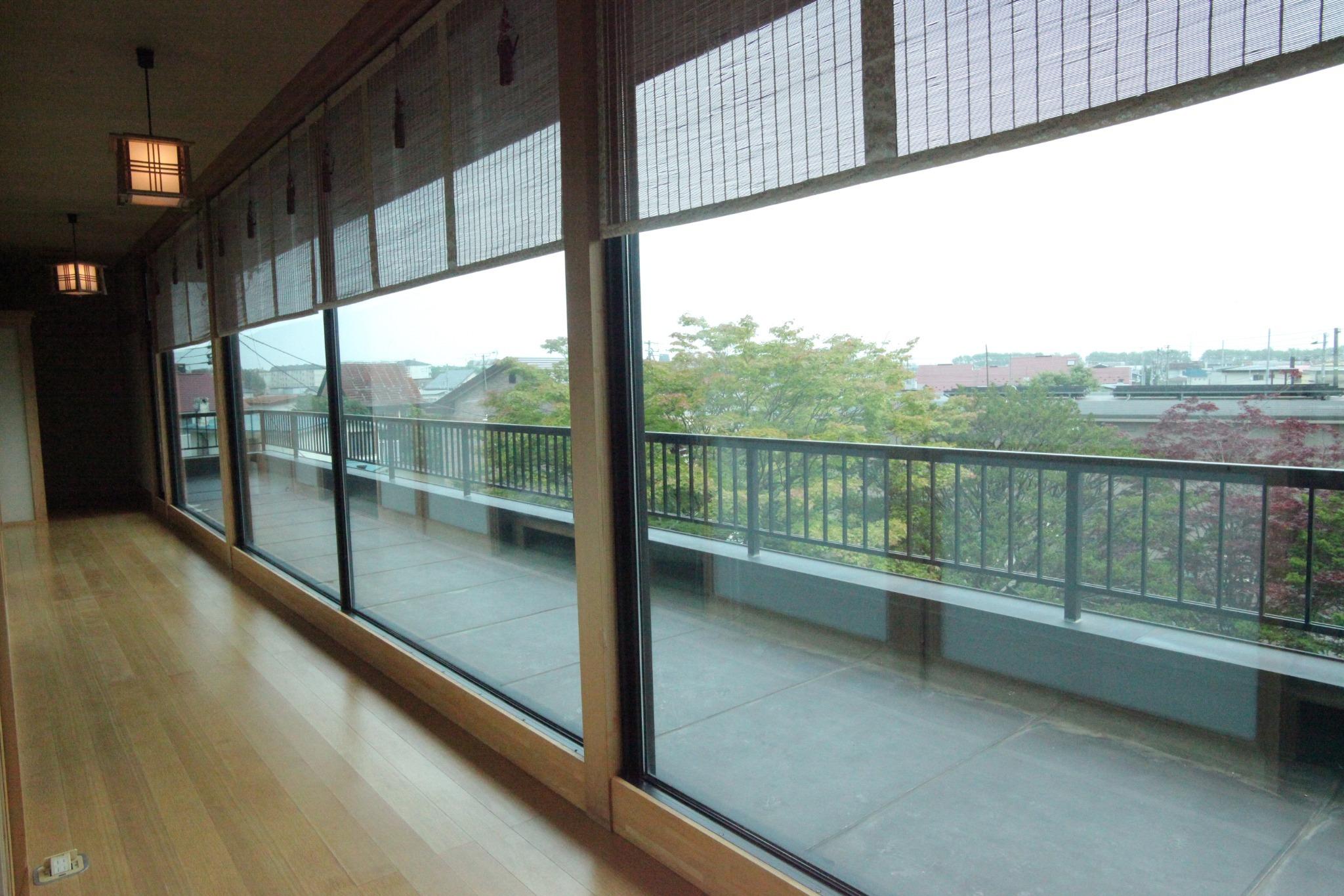 窓側廊下 2F