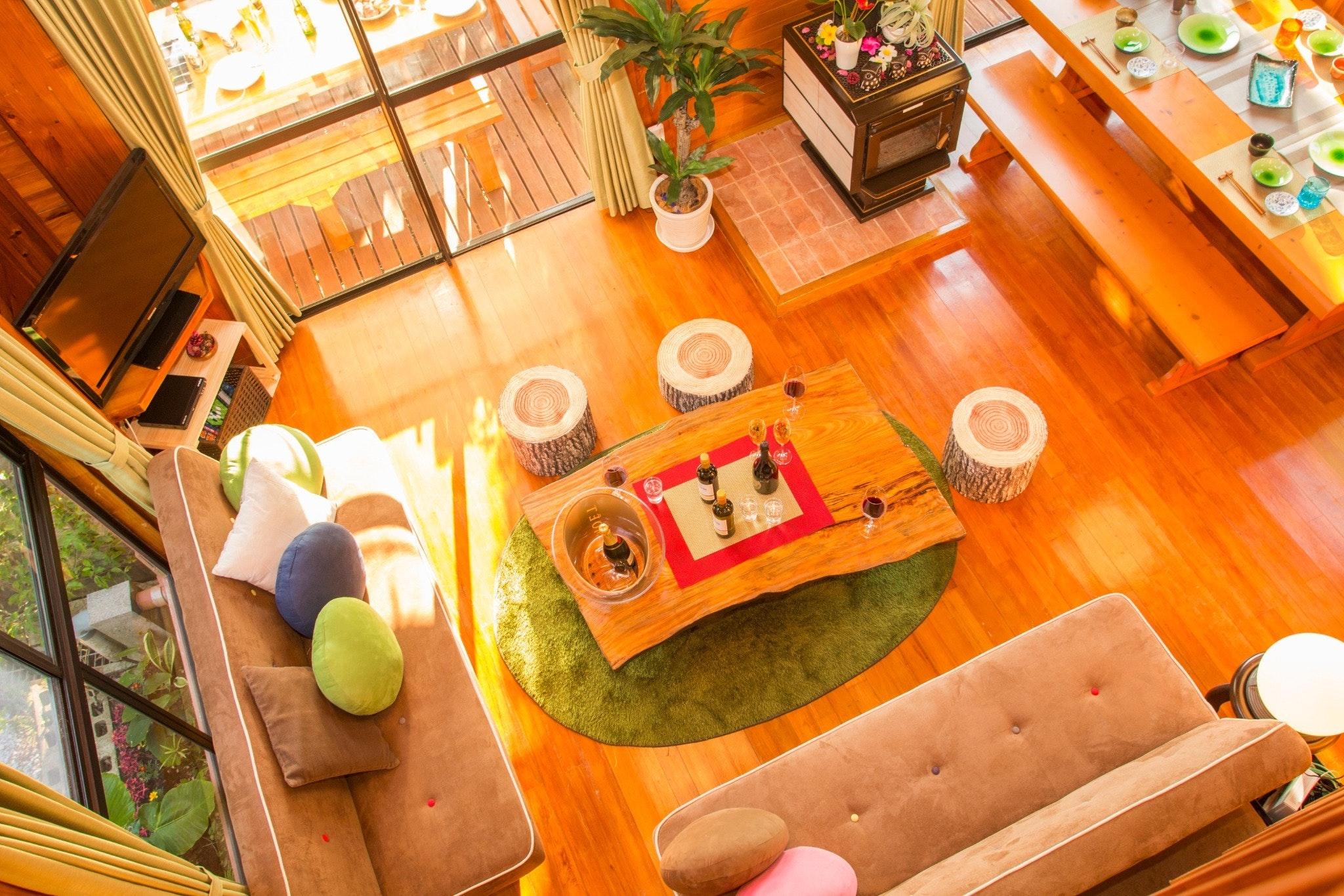 恩納村の大自然の中にあるログハウス! 自然と隣り合わせのウッドデッキでBBQ可能!