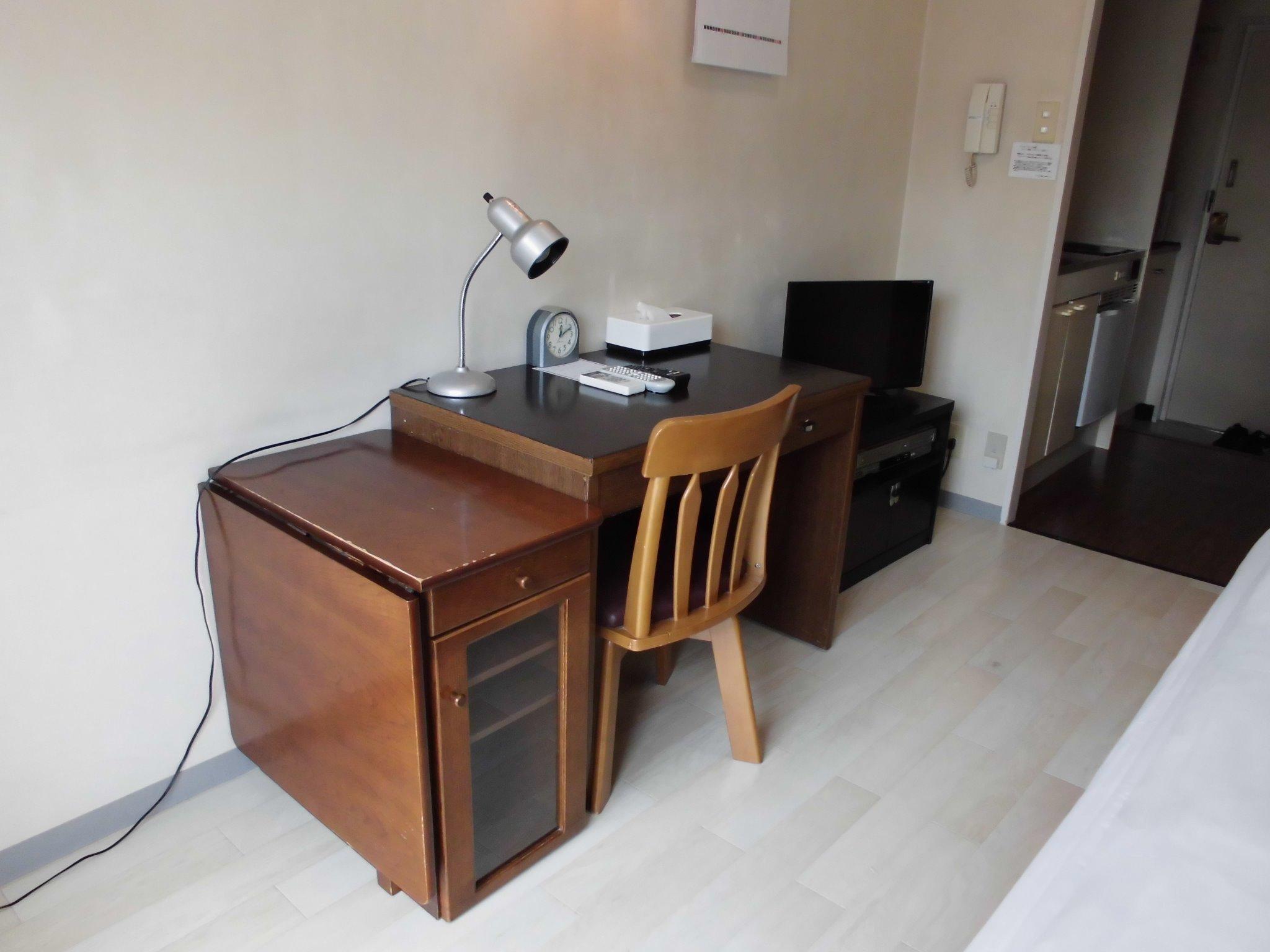 室内には、机もあります。